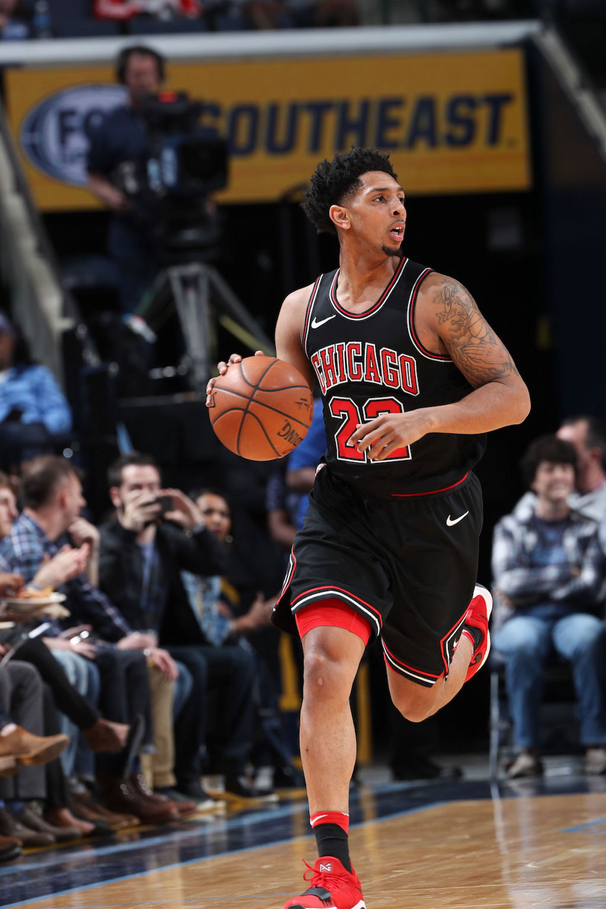 Cameron Payne #22 of the Chicago Bulls handles the ball during the game against the Memphis Grizzlies