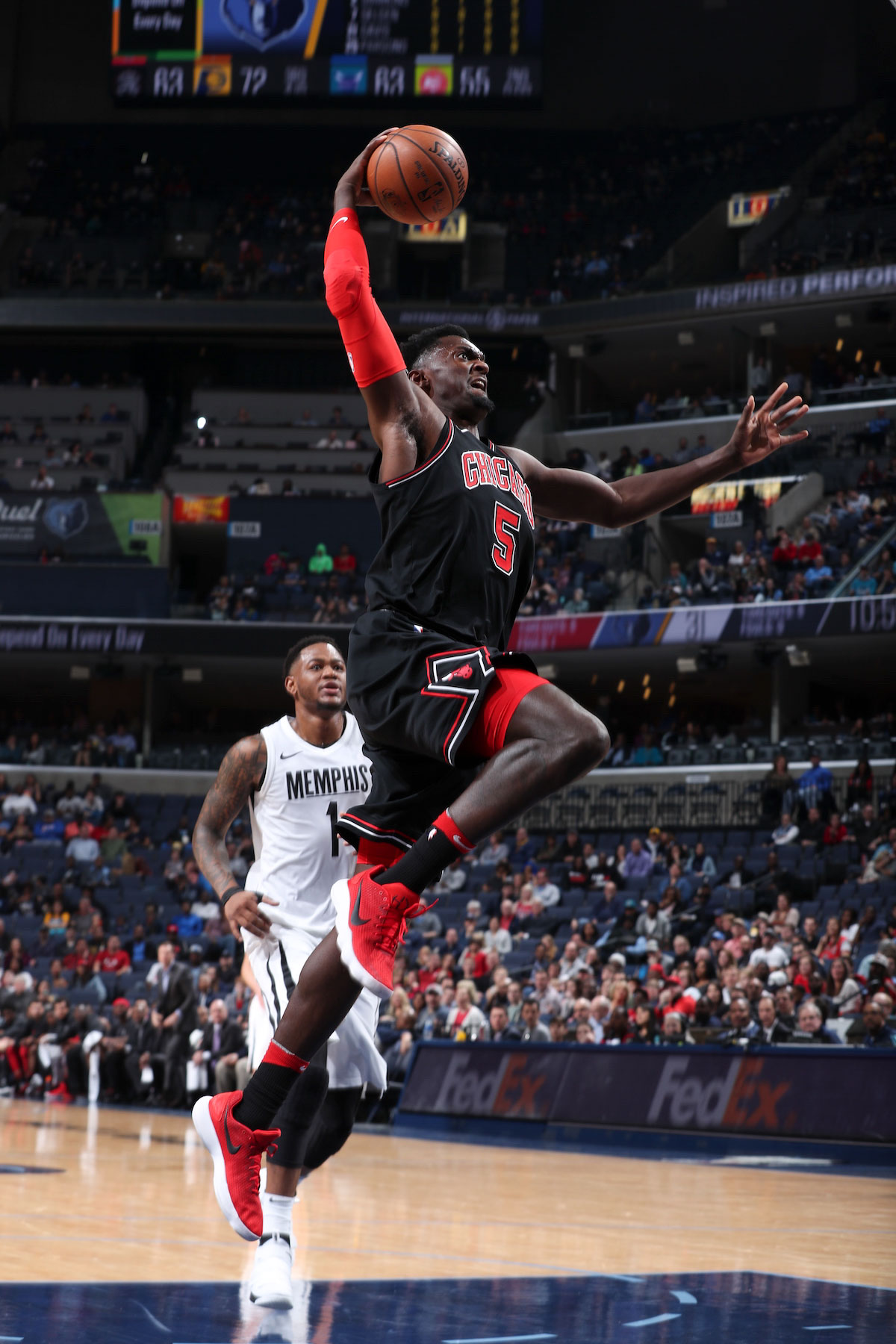 Bobby Portis #5 of the Chicago Bulls drives to the basket during the game against the Memphis Grizzlies on March 15, 2018 at FedExForum in Memphis, Tennessee