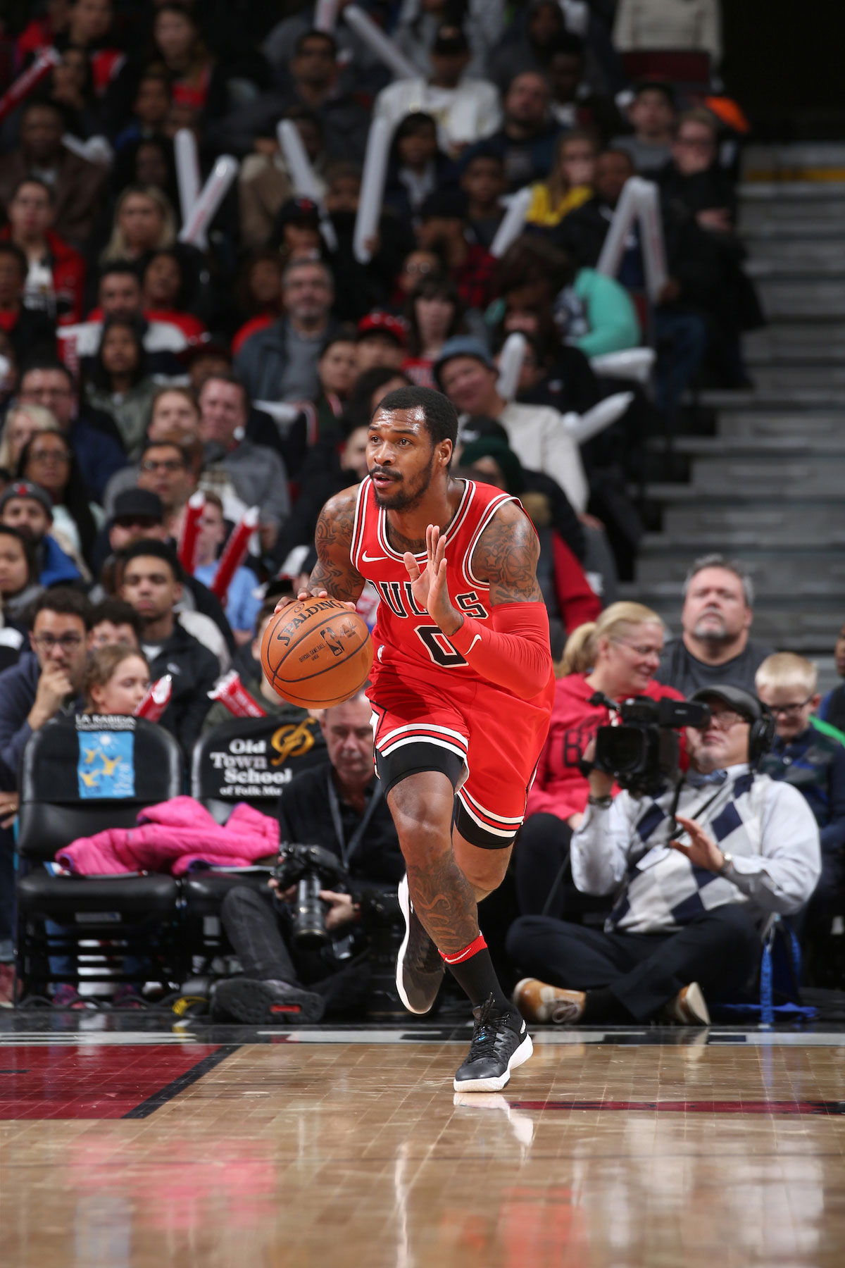 Sean Kilpatrick #0 of the Chicago Bulls handles the ball against the Washington Wizards.