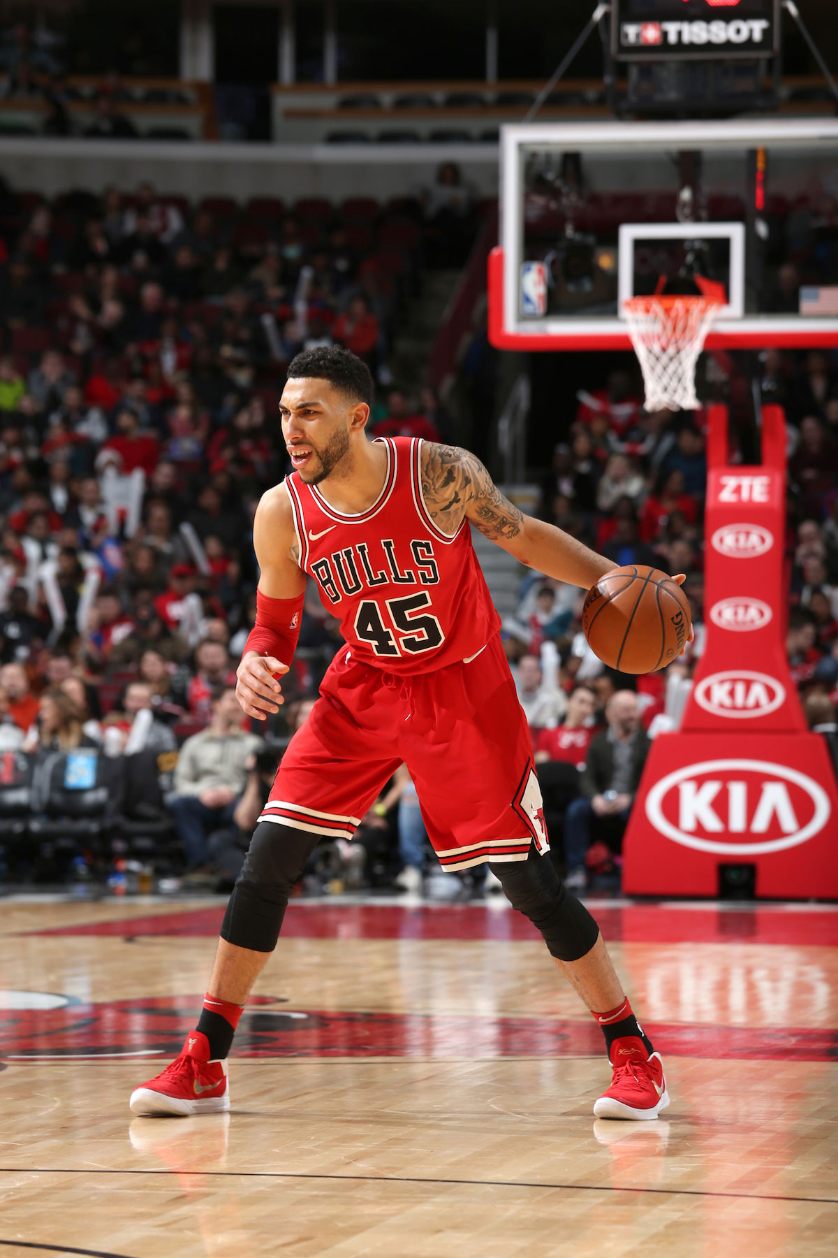 Denzel Valentine #45 of the Chicago Bulls handles the ball against the Washington Wizards on April 1, 2018 at the United Center in Chicago, Illinois.