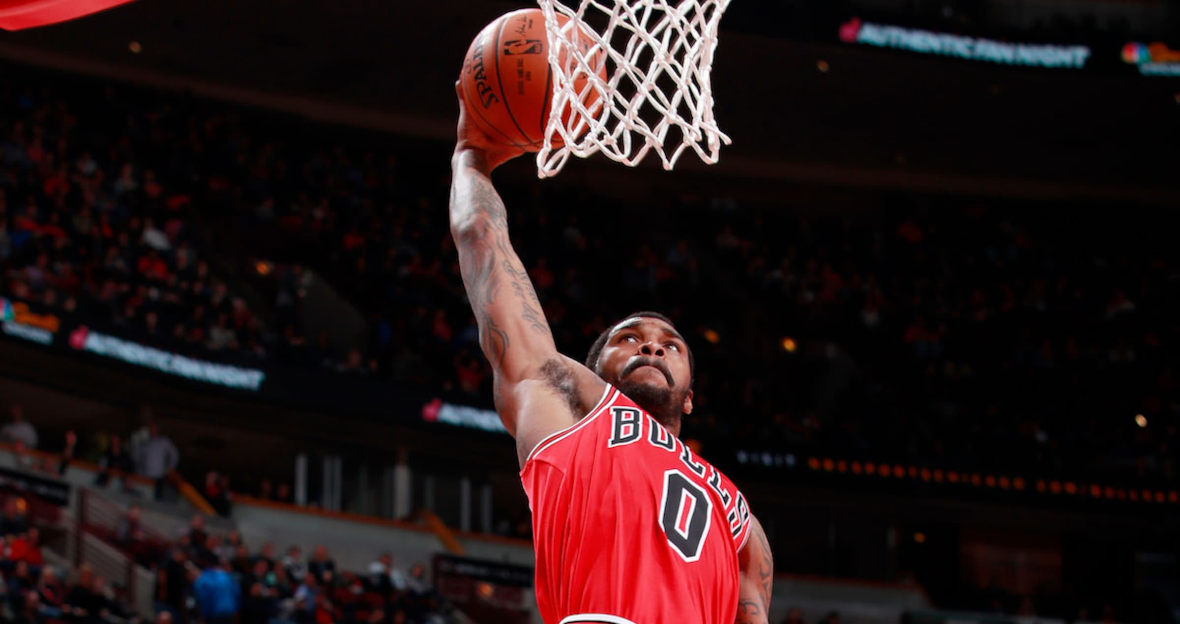 Sean Kilpatrick #0 of the Chicago Bulls goes up for a dunk against the Charlotte Hornets on April 3, 2018