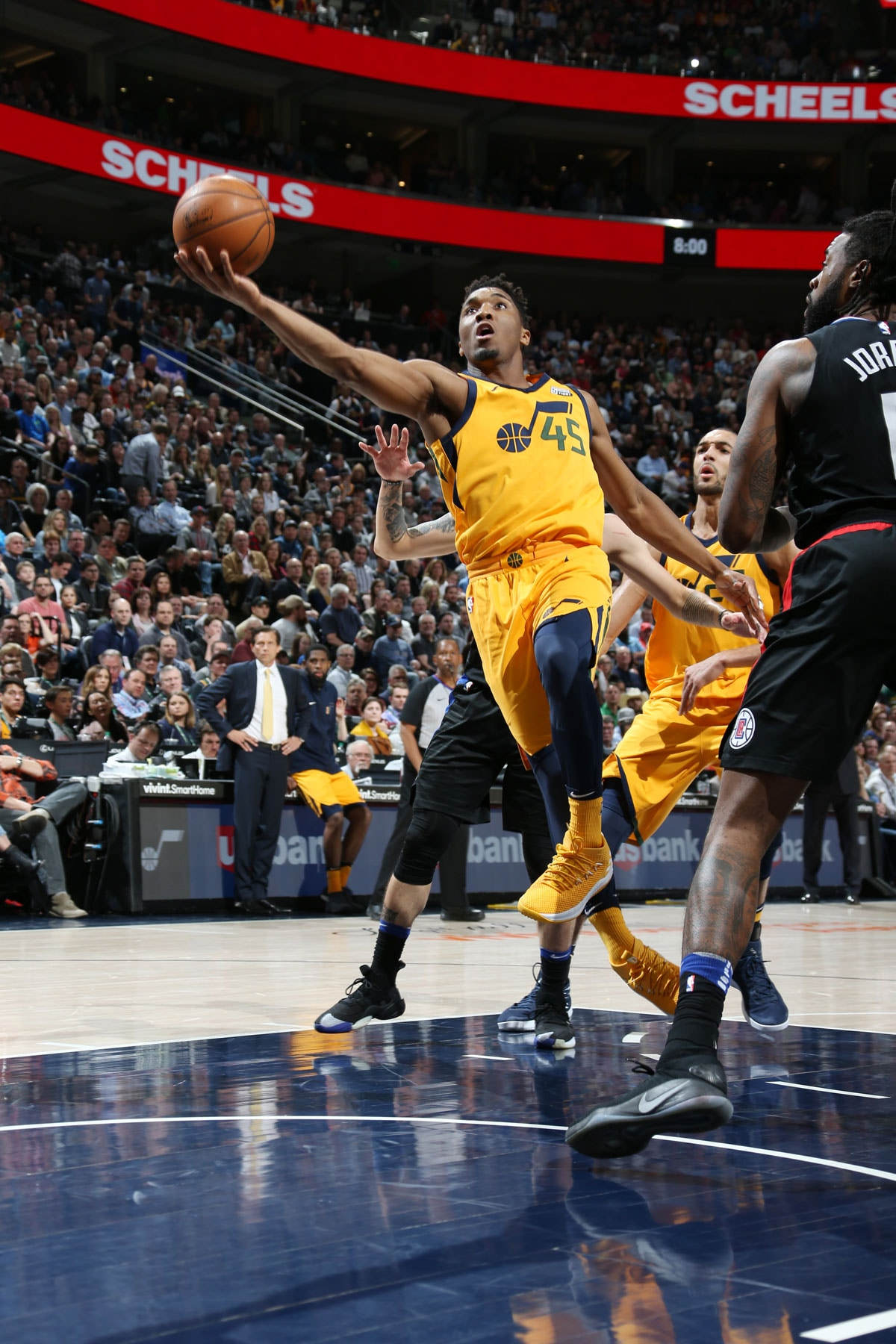 Donovan Mitchell #45 of the Utah Jazz shoots the ball during the game against the LA Clippers on April 5, 2018ll