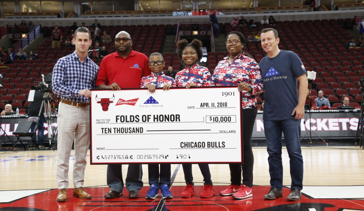 Chicago Bulls and Anheuser Busch present Folds of Honor with 10000 donation