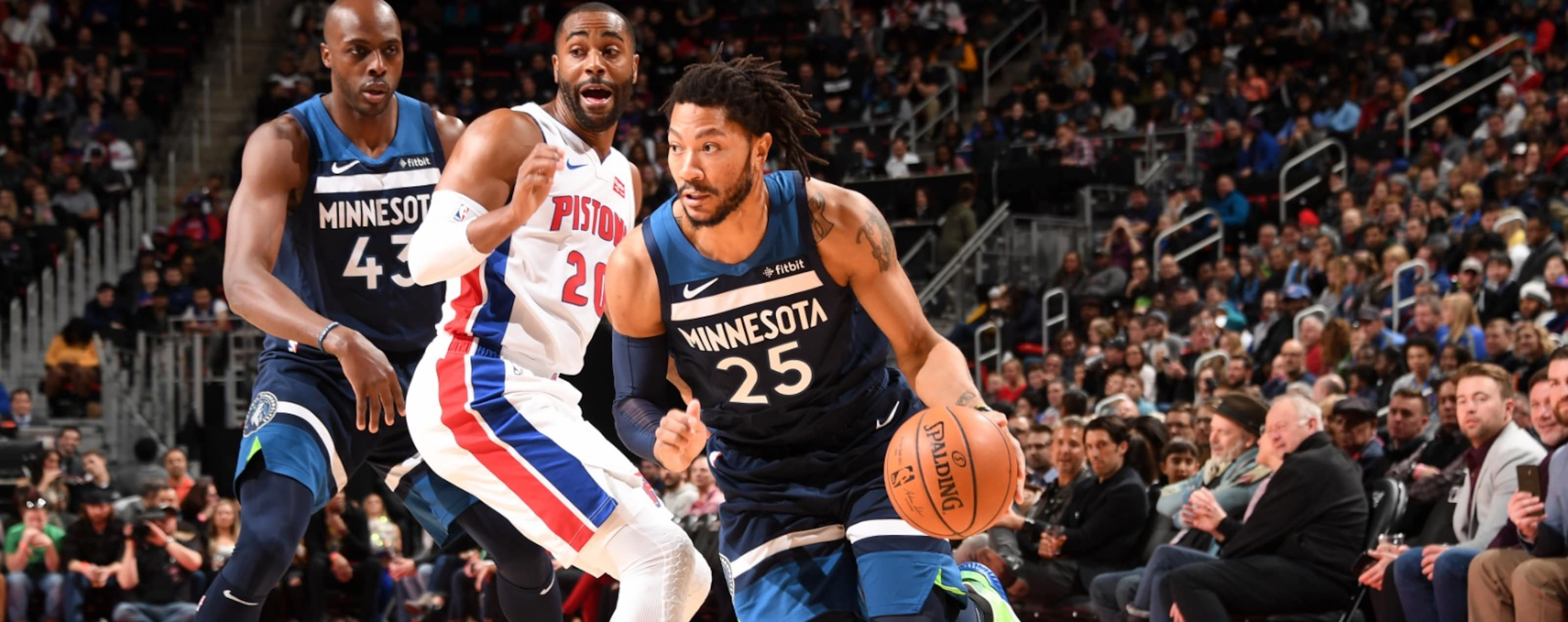 Derrick Rose drives to the basket