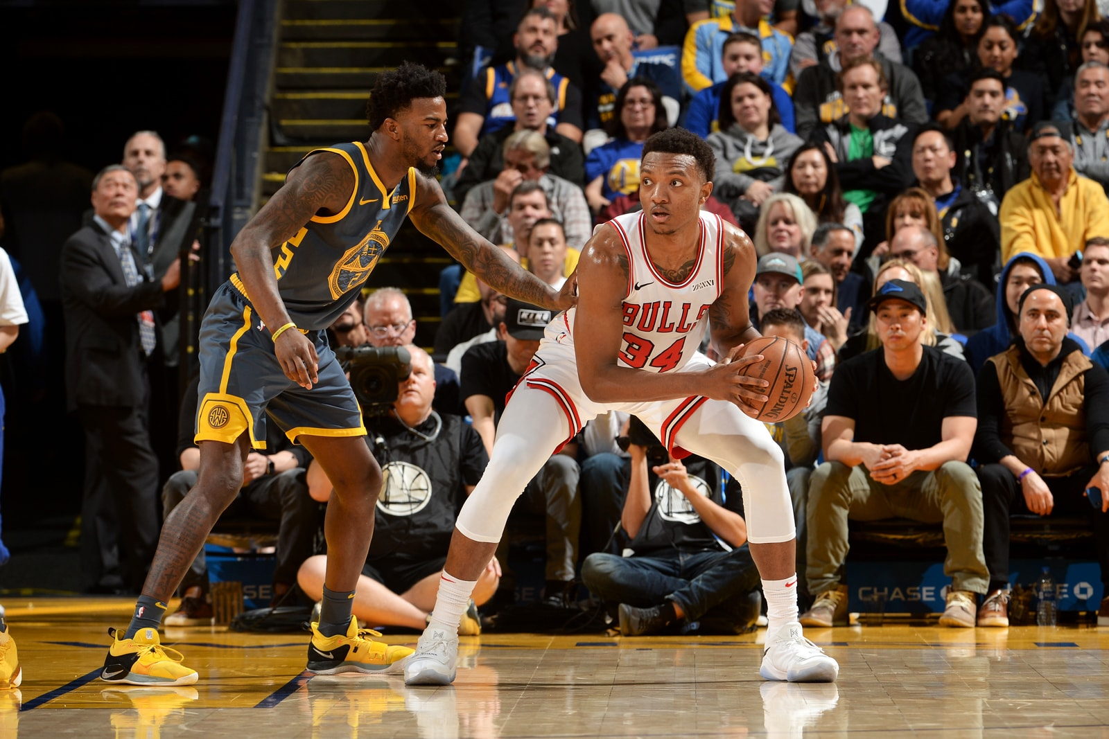 Wendell Carter Jr. #34 of the Chicago Bulls handles the ball against the Golden State Warriors on January 11, 2019 at ORACLE Arena in Oakland, California.