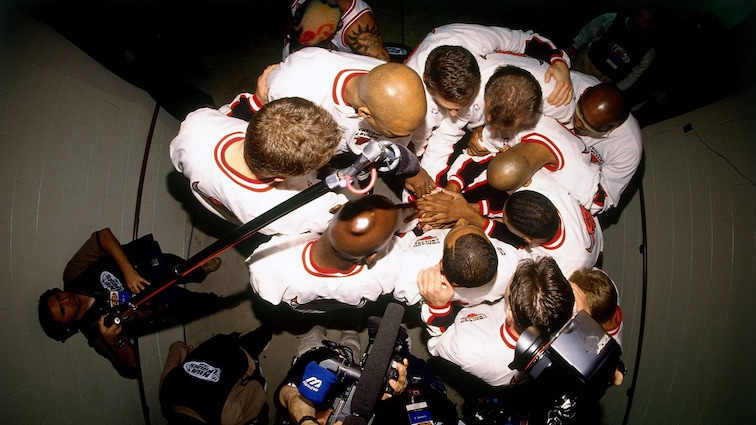 Bulls huddle before the game