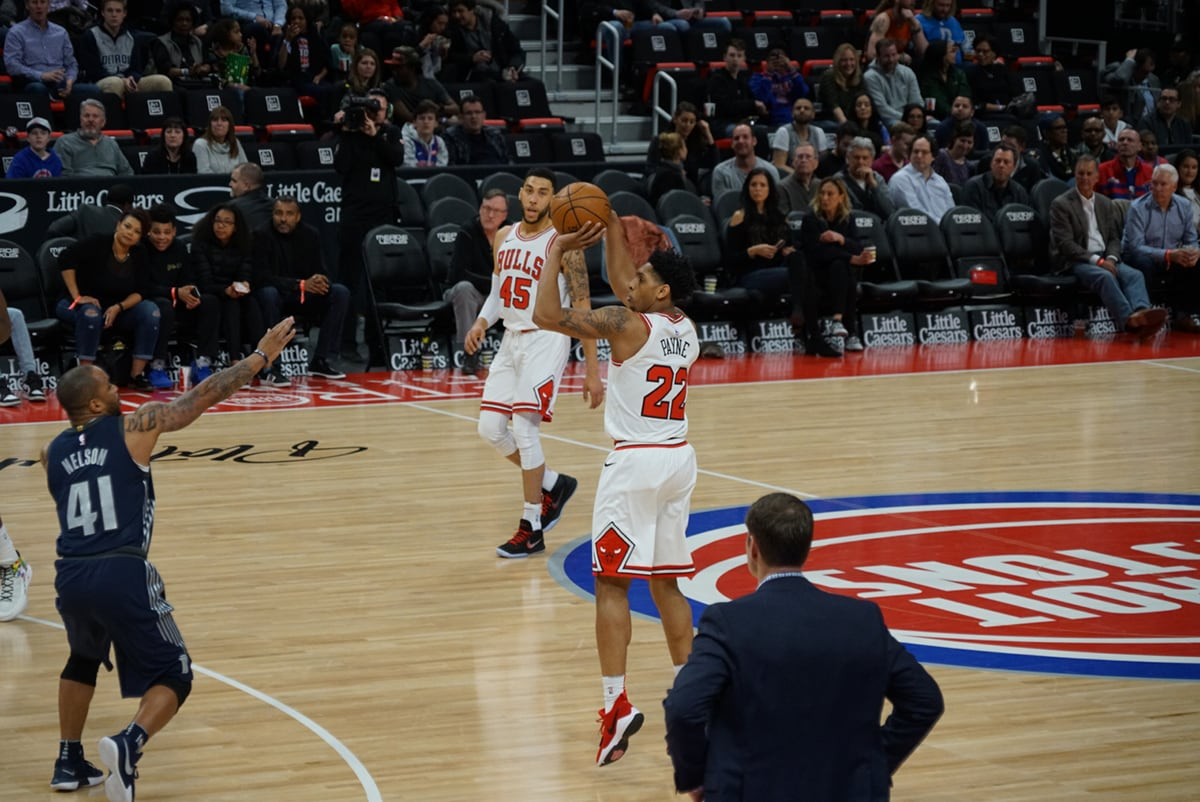 Cam Payne of the Chicago Bulls shoots a three vs the Pistons