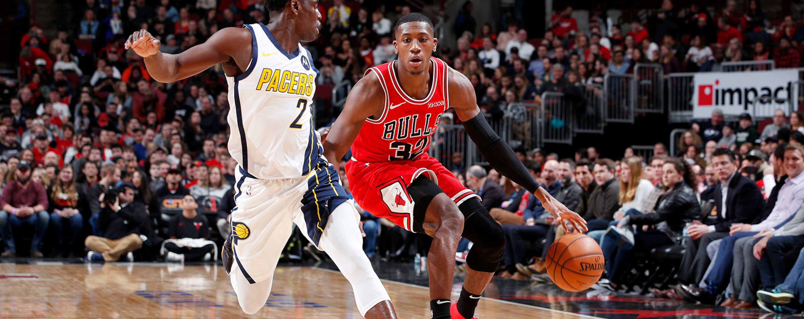 Kris Dunn dribbles the ball against the Pacers