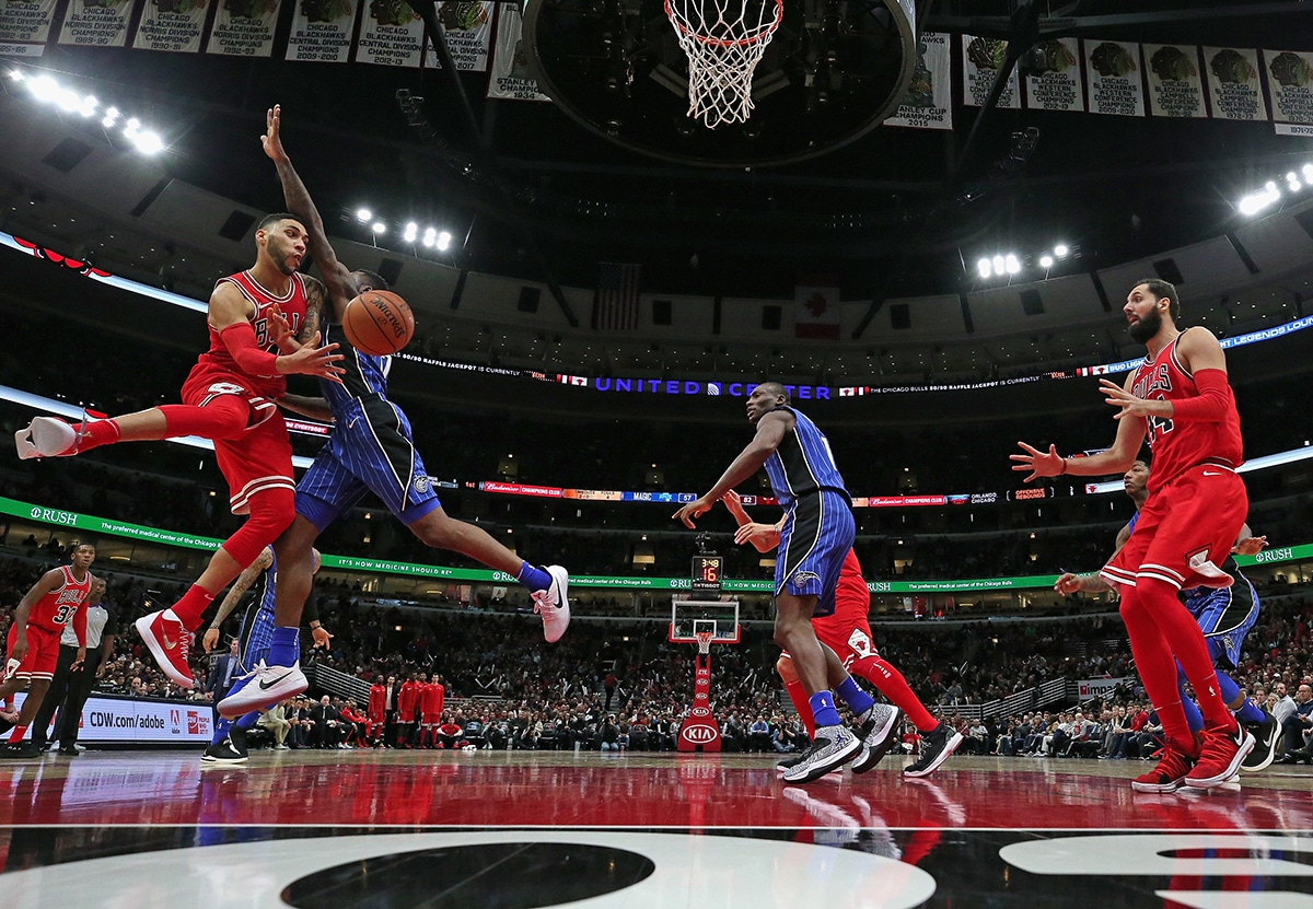 Denzel Valentine passes to Nikola Mirotic as the Bulls face off against the Orlando Magic