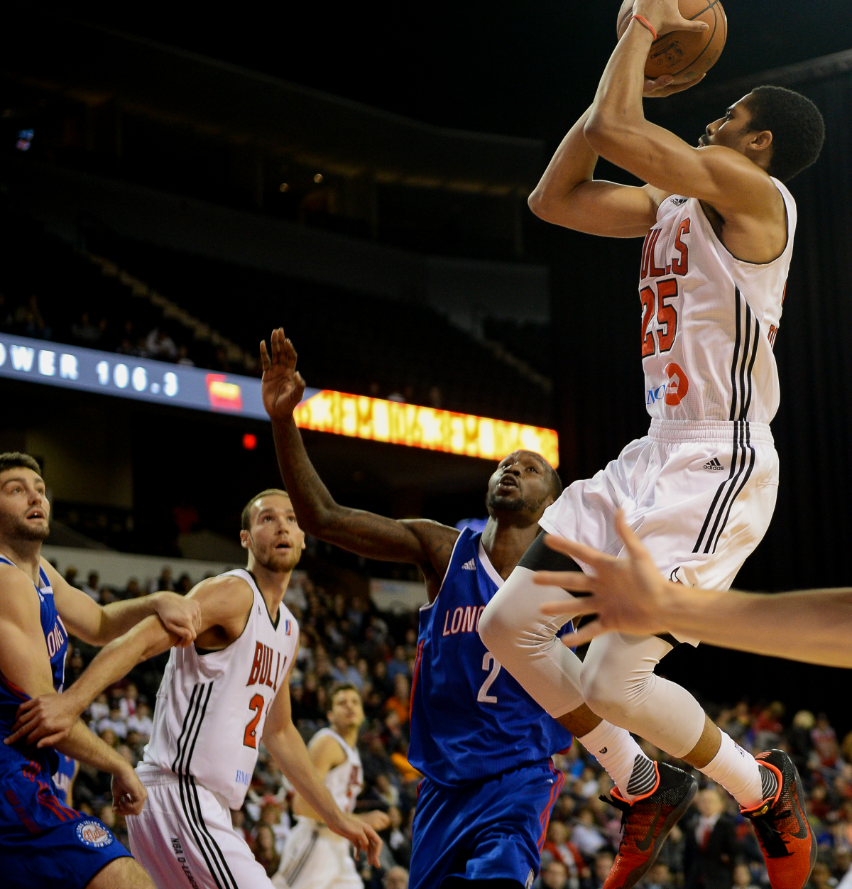 Spencer Dinwiddie while playing for the Windy City Bulls.