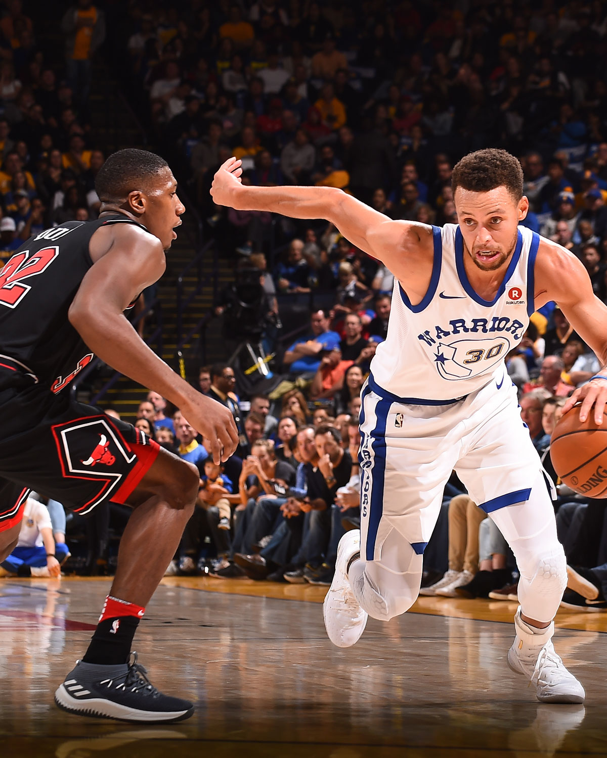 Stephen Curry #30 of the Golden State Warriors handles the ball against the Chicago Bulls on November 24, 2017 at ORACLE Arena in Oakland, California.