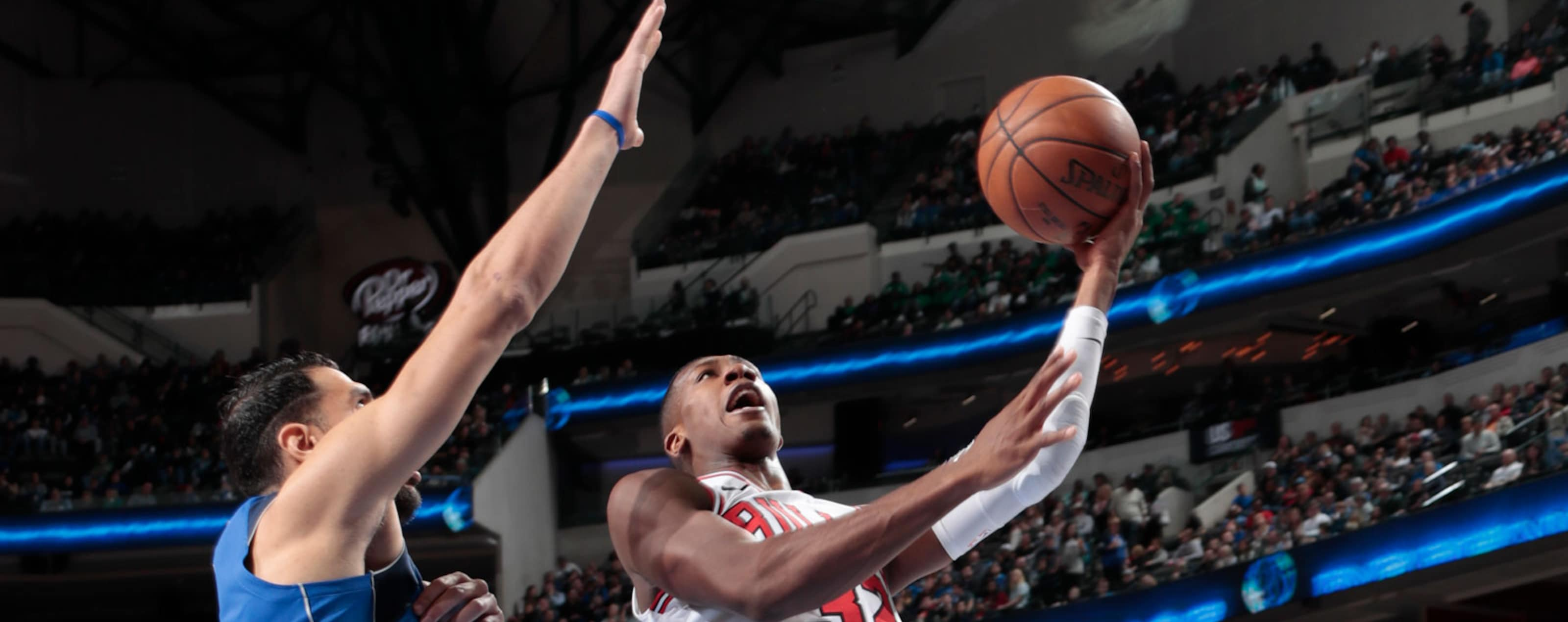 Kris Dunn #32 of the Chicago Bulls shoots a lay up against the Dallas Mavericks on January 5, 2018 at the American Airlines Center in Dallas, Texas.