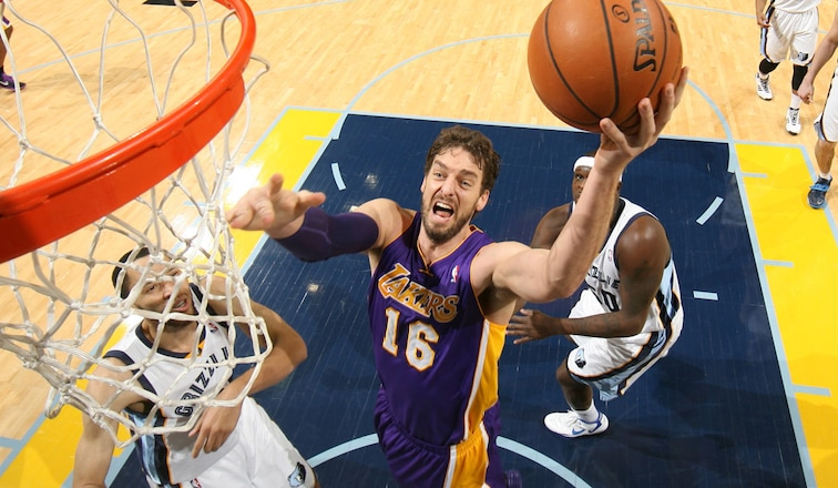 Gasol goes to the basket
