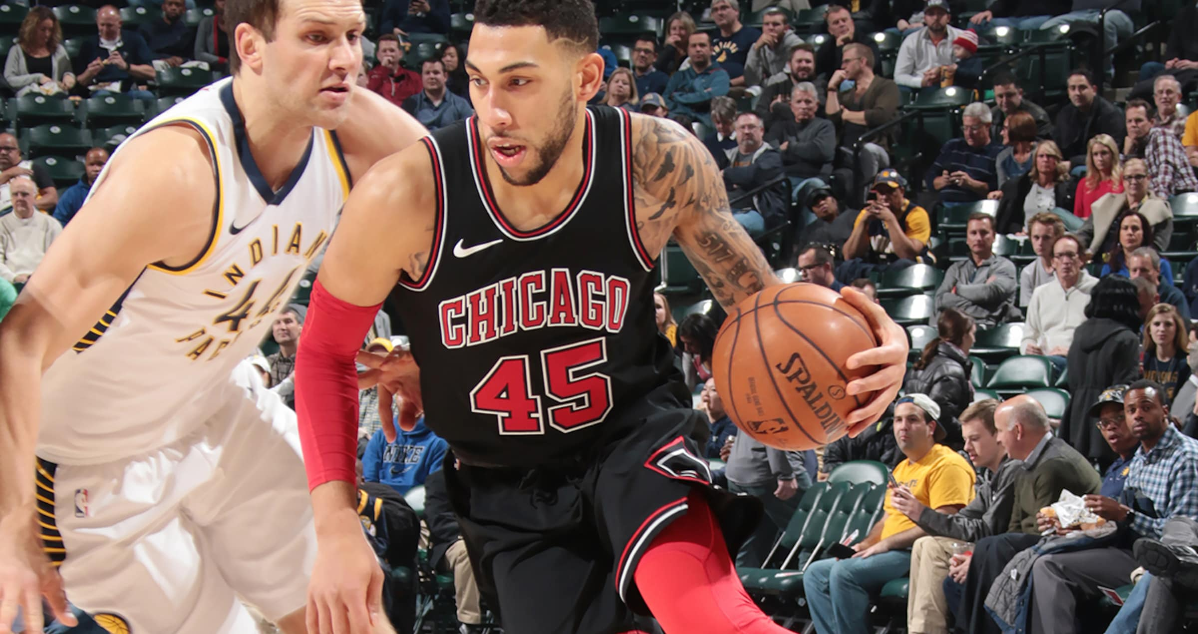 Denzel Valentine drive to the hoop against the Indiana Pacers
