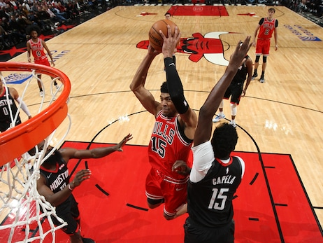 Three Ball Doesn't Fall for Bulls as Rockets Win 117-94