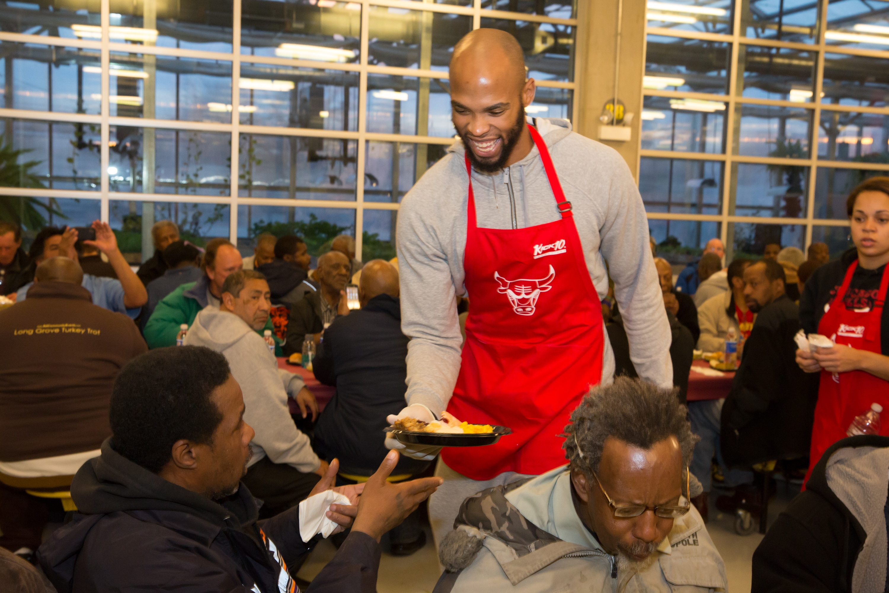 Bulls Serve Annual Thanksgiving Meal At Pacific Garden Mission Chicago Bulls