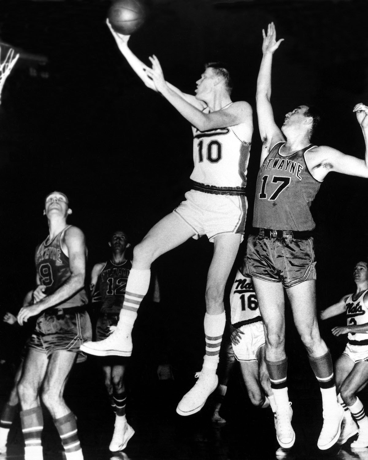 1960: Johnny Red Kerr #10 of the Syracuse Nationals drives to the basket for a layup against Ft. Wayne during an NBA game in Syracuse, New York in 1960.