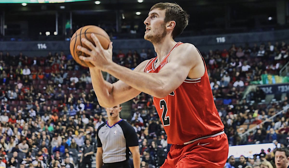 Kornet shoots the ball in Bulls vs. Raptors