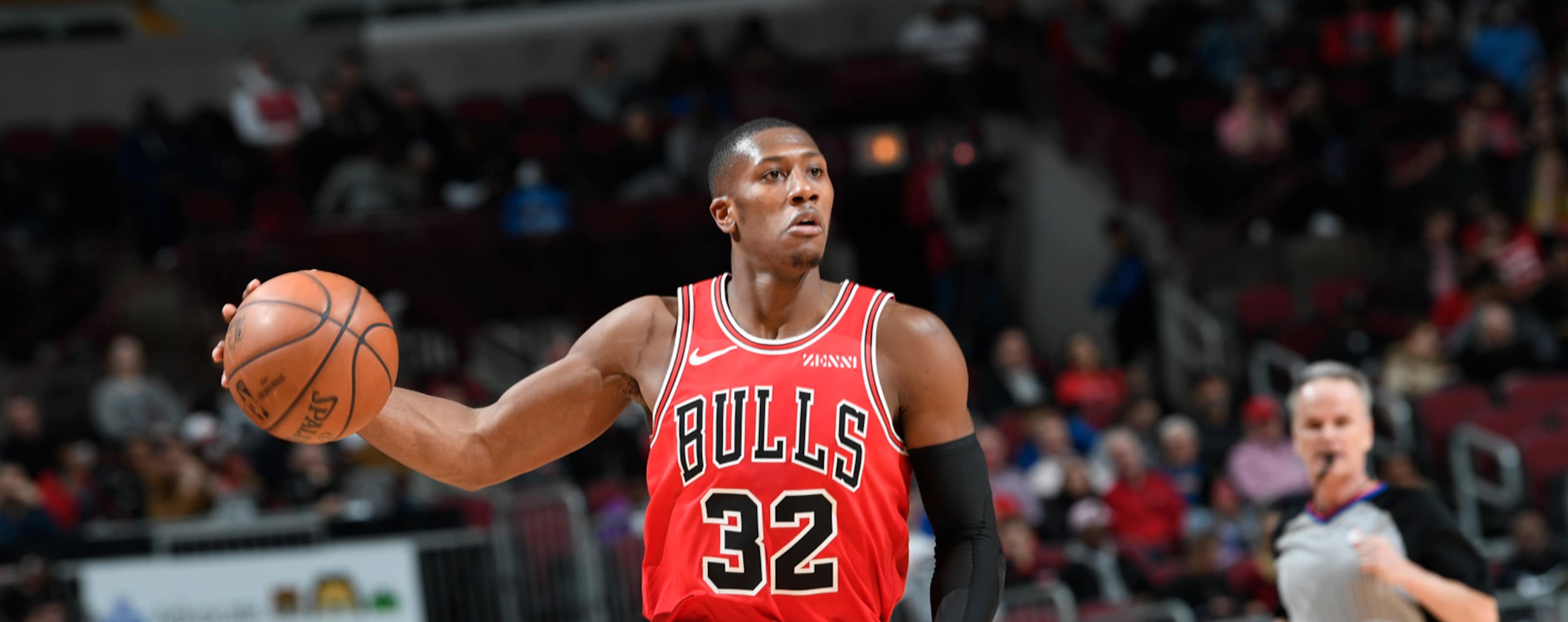 Kris Dunn dribbles the ball against the Washington Wizards.