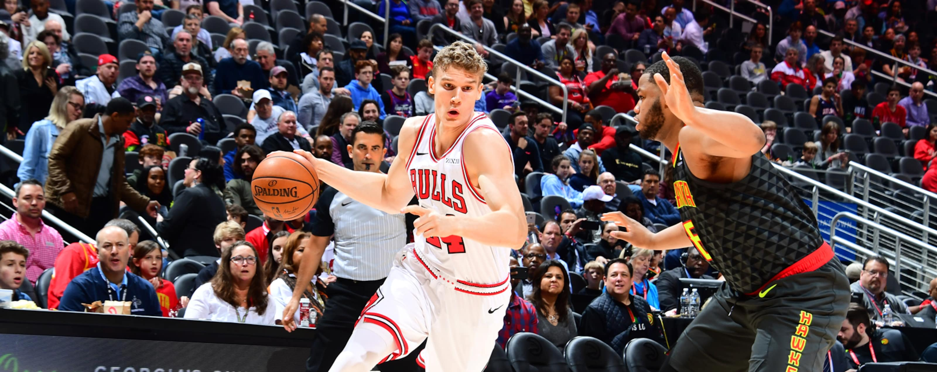 Lauri Markkanen #24 of the Chicago Bulls drives to the basket against the Atlanta Hawks on March 1, 2019 at State Farm Arena in Atlanta, Georgia