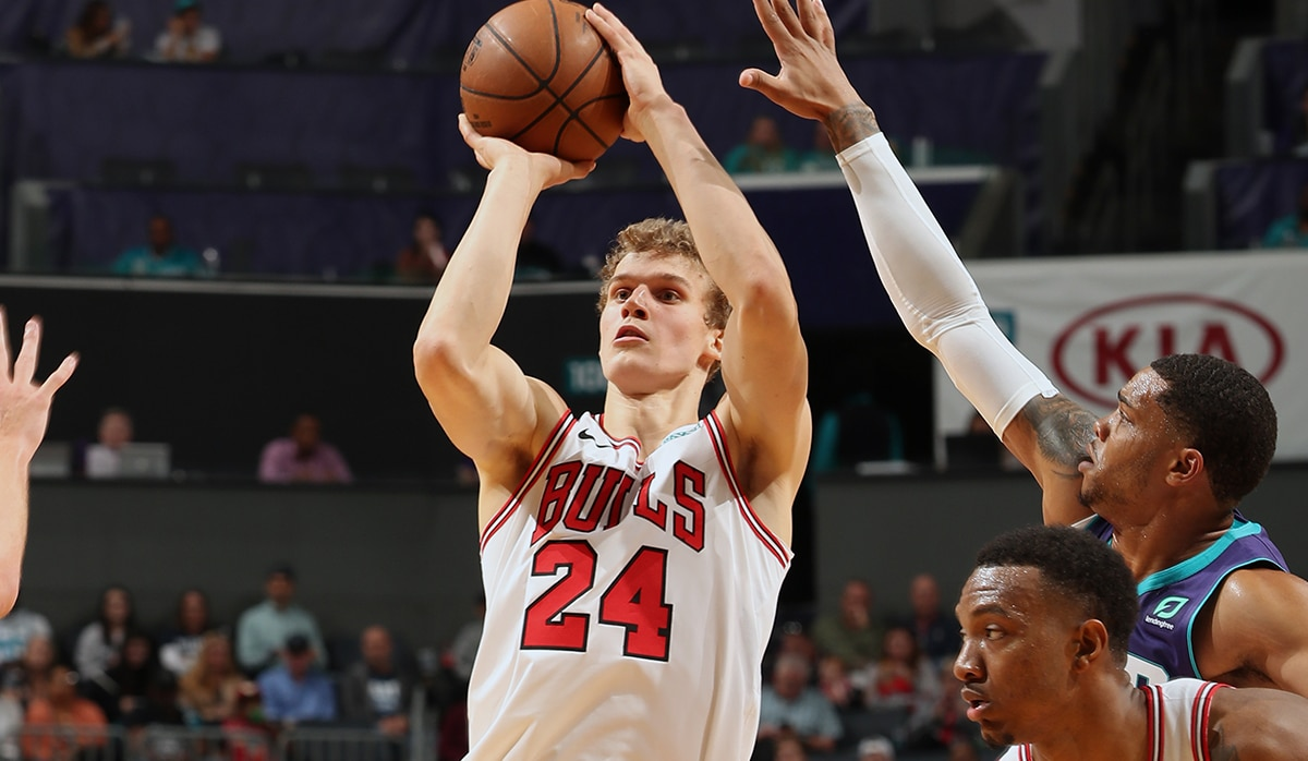 Markkanen shoots the ball against Charlotte