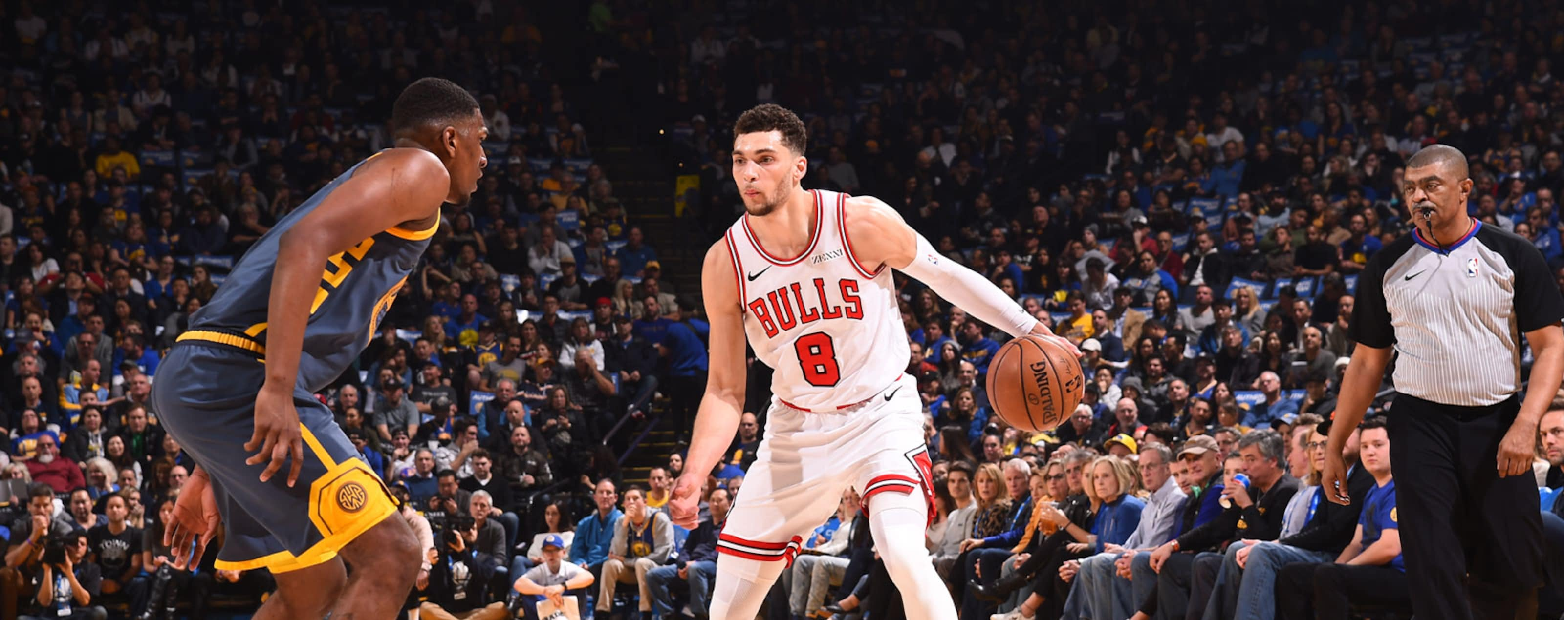Zach LaVine #8 of the Chicago Bulls handles the ball against the Golden State Warriors on January 11, 2019 at ORACLE Arena in Oakland, California.
