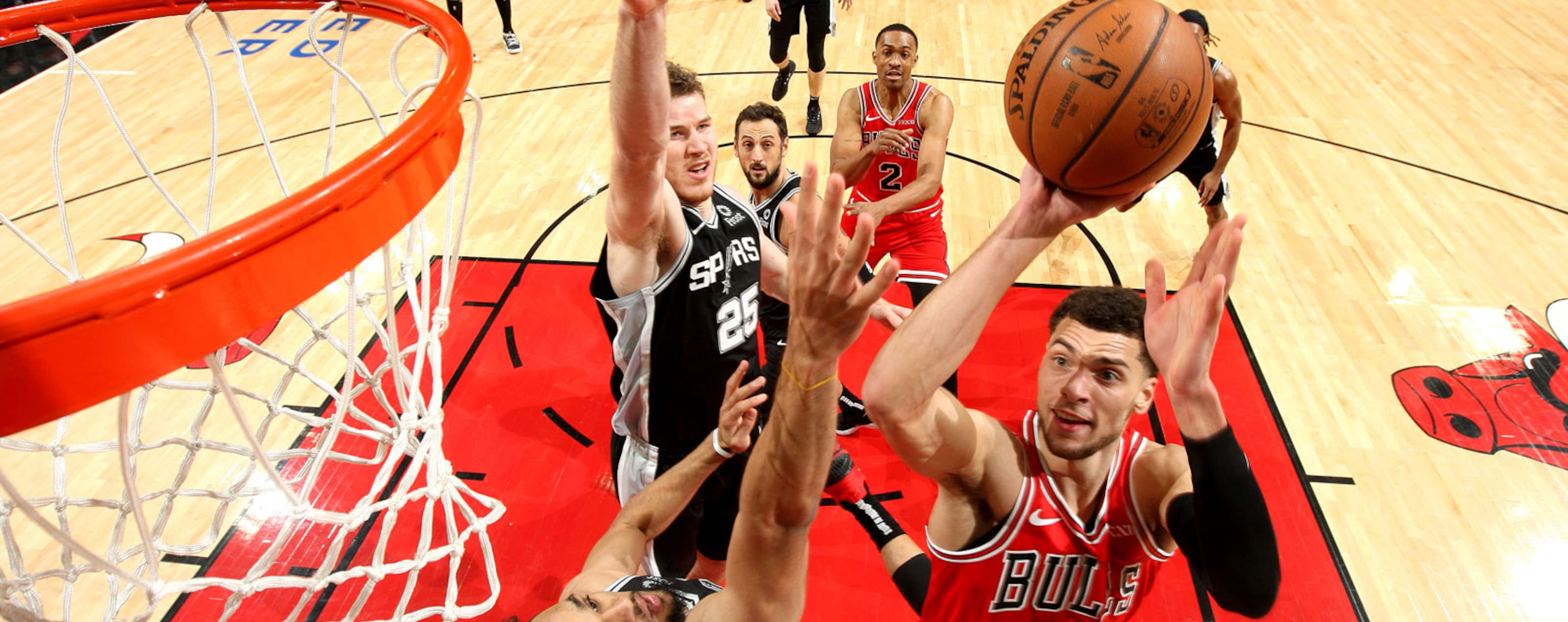 Zach LaVine #8 of the Chicago Bulls shoots the ball against the San Antonio Spurs on November 26, 2018 at the United Center in Chicago, Illinois.