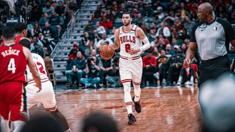 Zach LaVine dribbling vs. The Pelicans