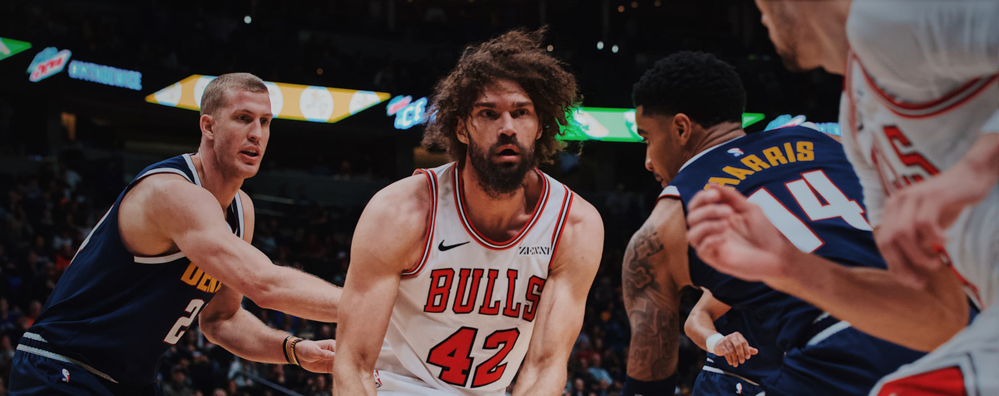 Robin Lopez passes the ball against the Nuggets.