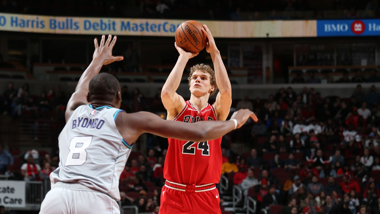 Lauri Markkanen shoots against the Hornets