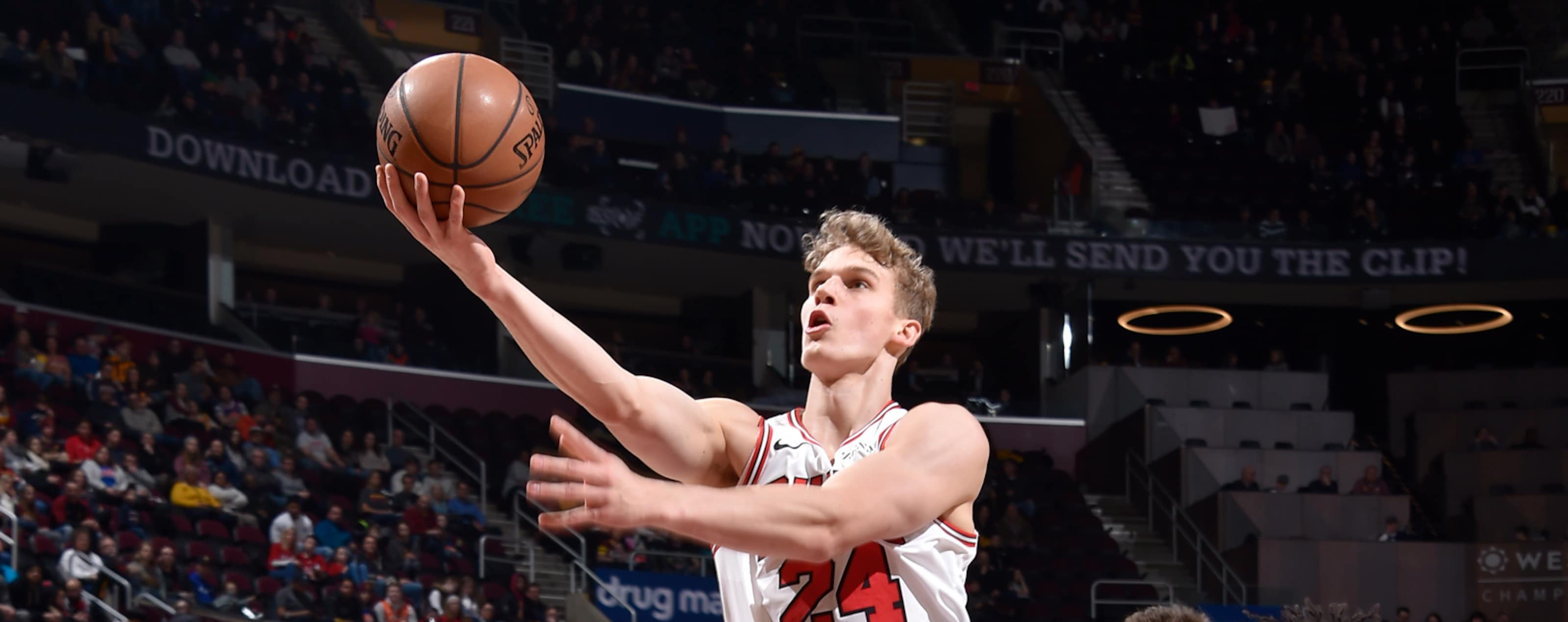 Lauri Markkanen shoots the ball against the Cleveland Cavaliers.
