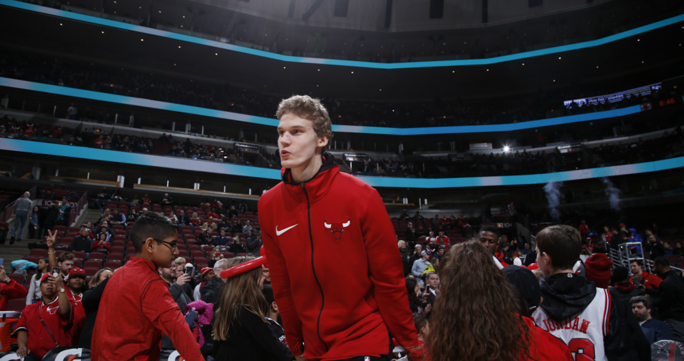 Markkanen runs out of the tunnel for warmups