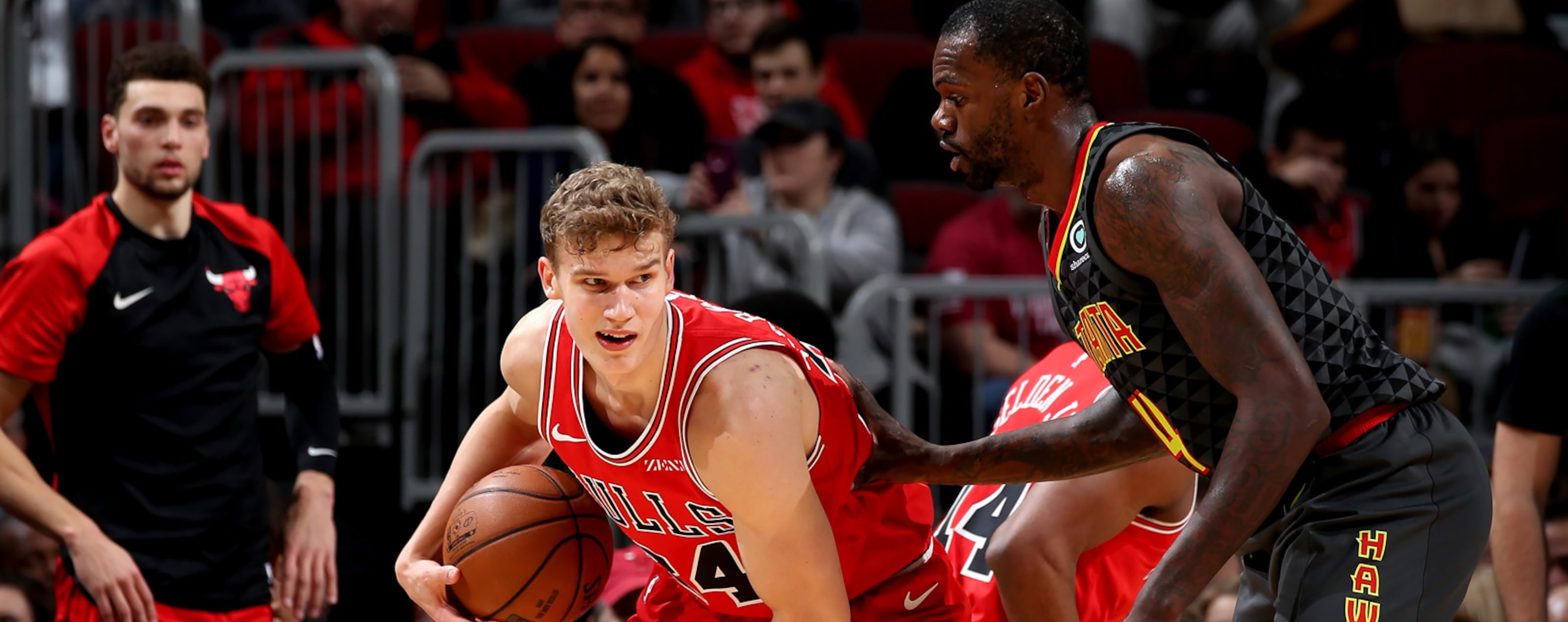 Lauri Markkanen #24 of the Chicago Bulls handles the ball against the Atlanta Hawks on January 23, 2019 at the United Center in Chicago, Illinois.