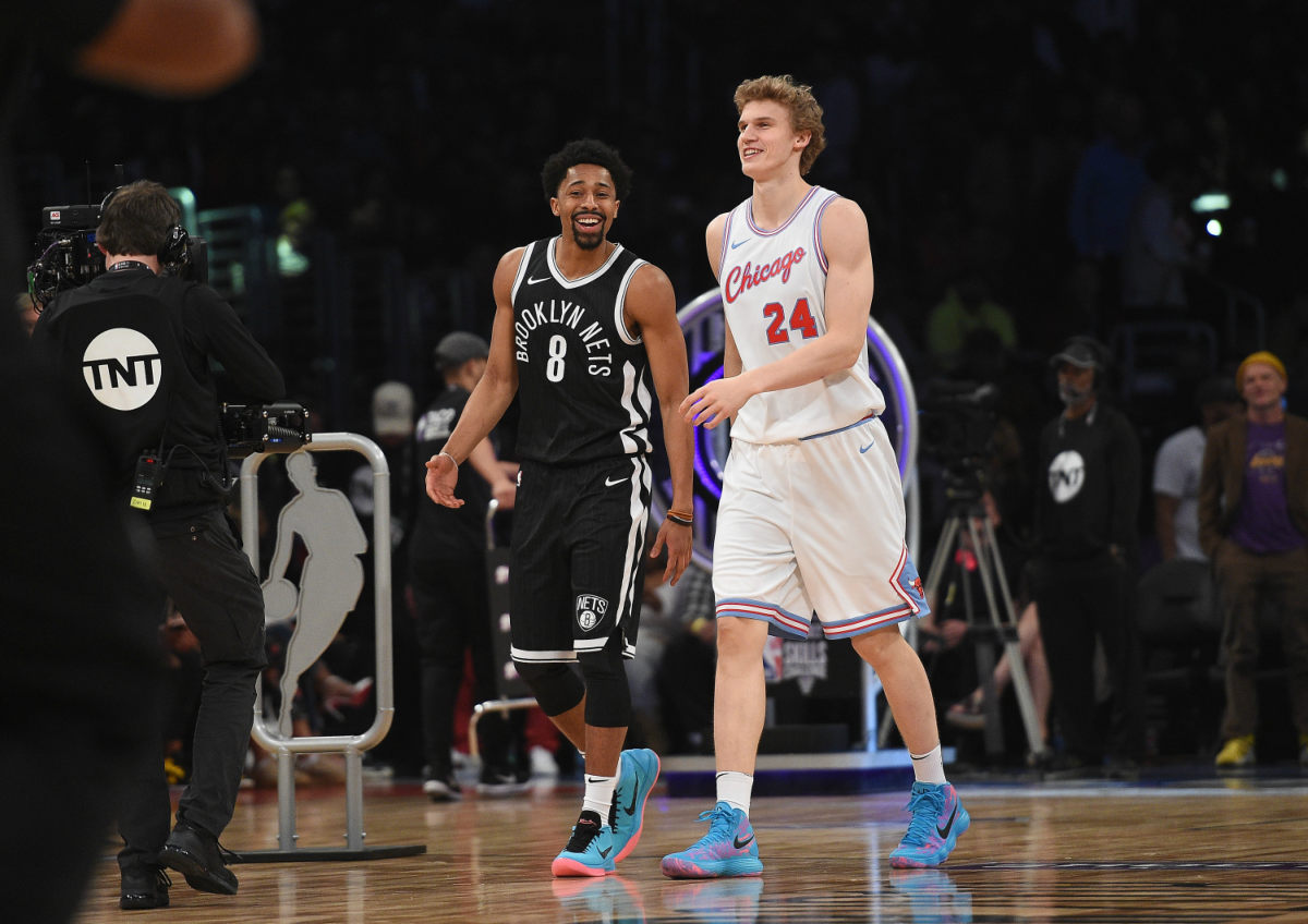 Markkanen and Dinwiddie walking on the court together during the 2018 Skills Challenge.