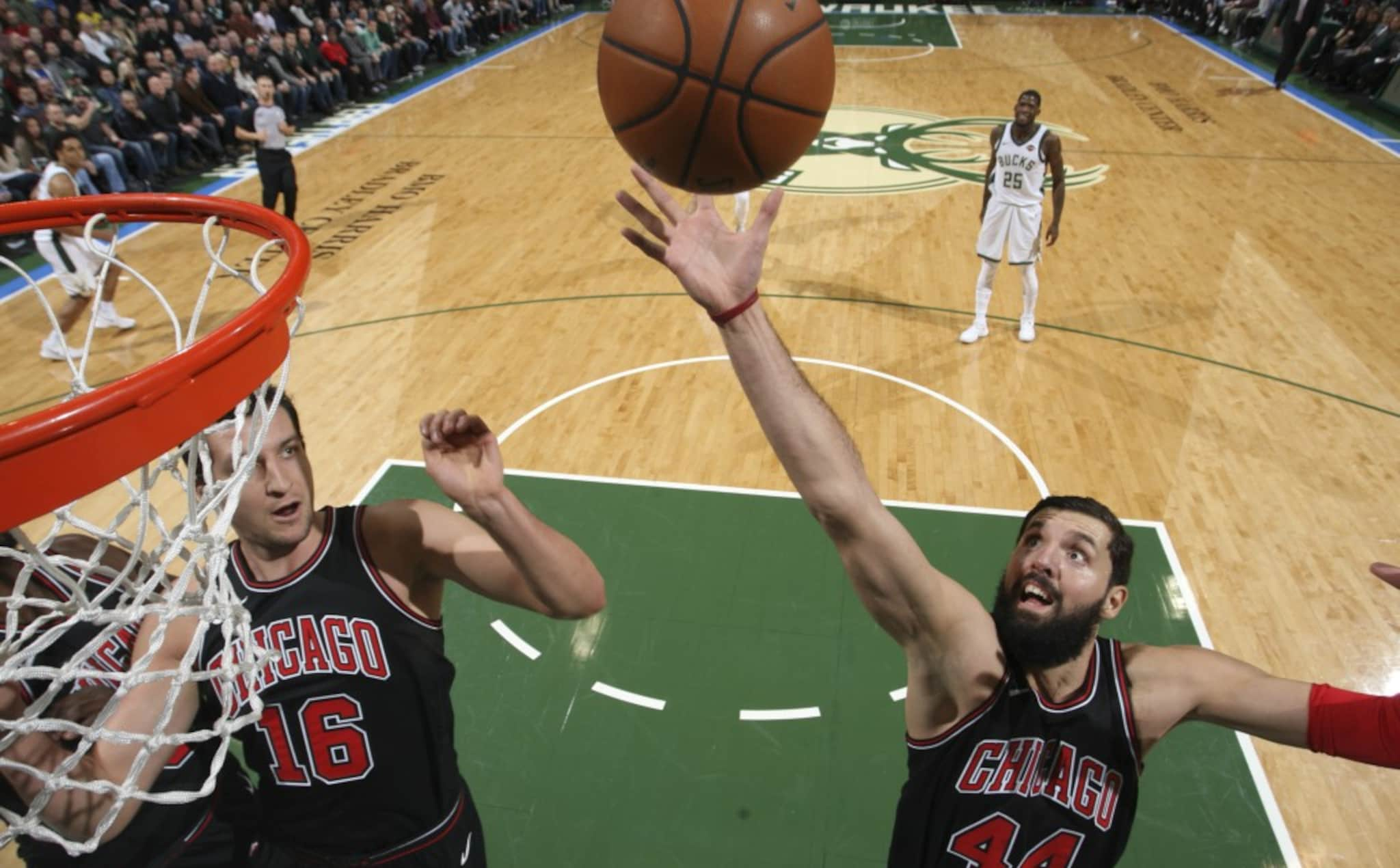 Mirotic coming to the rim, as the Bulls beat the Bucks in Milwaukee