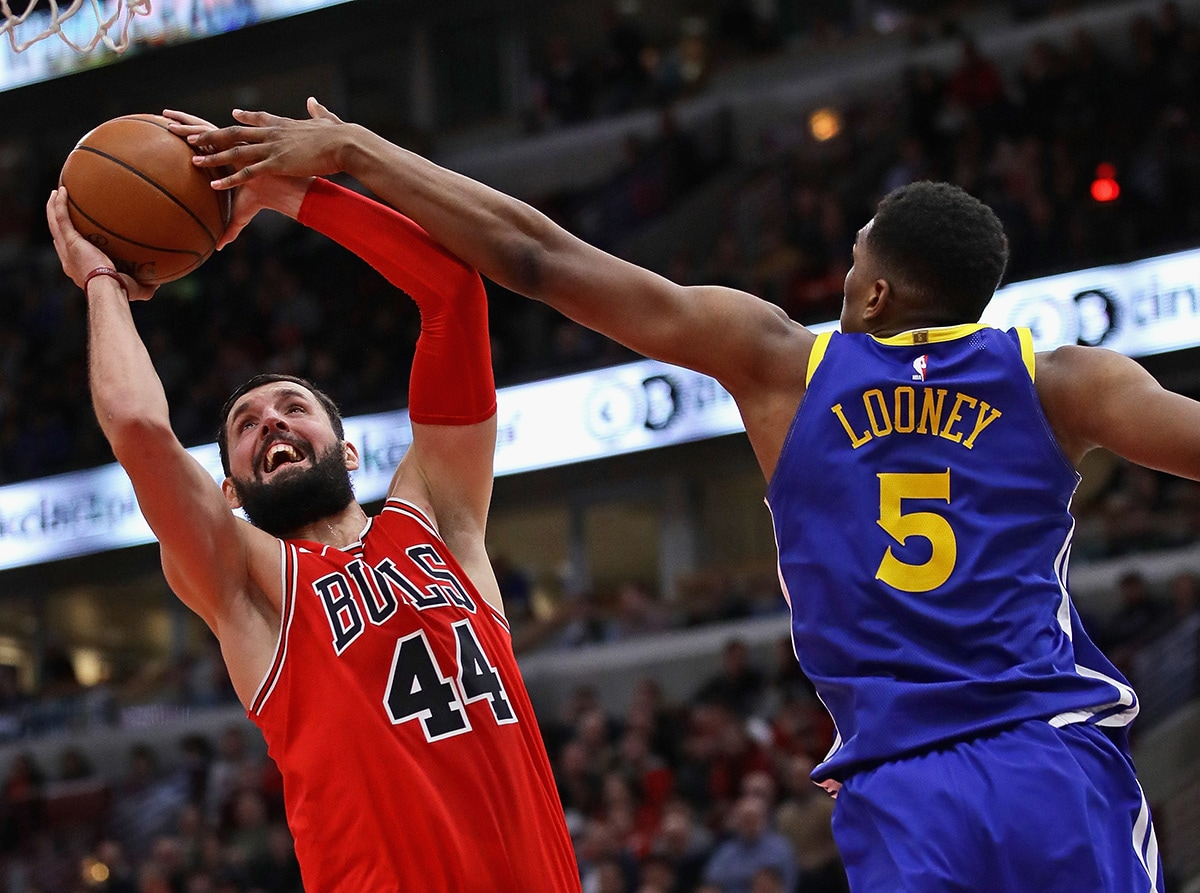 Nikola Mirotic goes up for a shot against the Warriors at the United Center