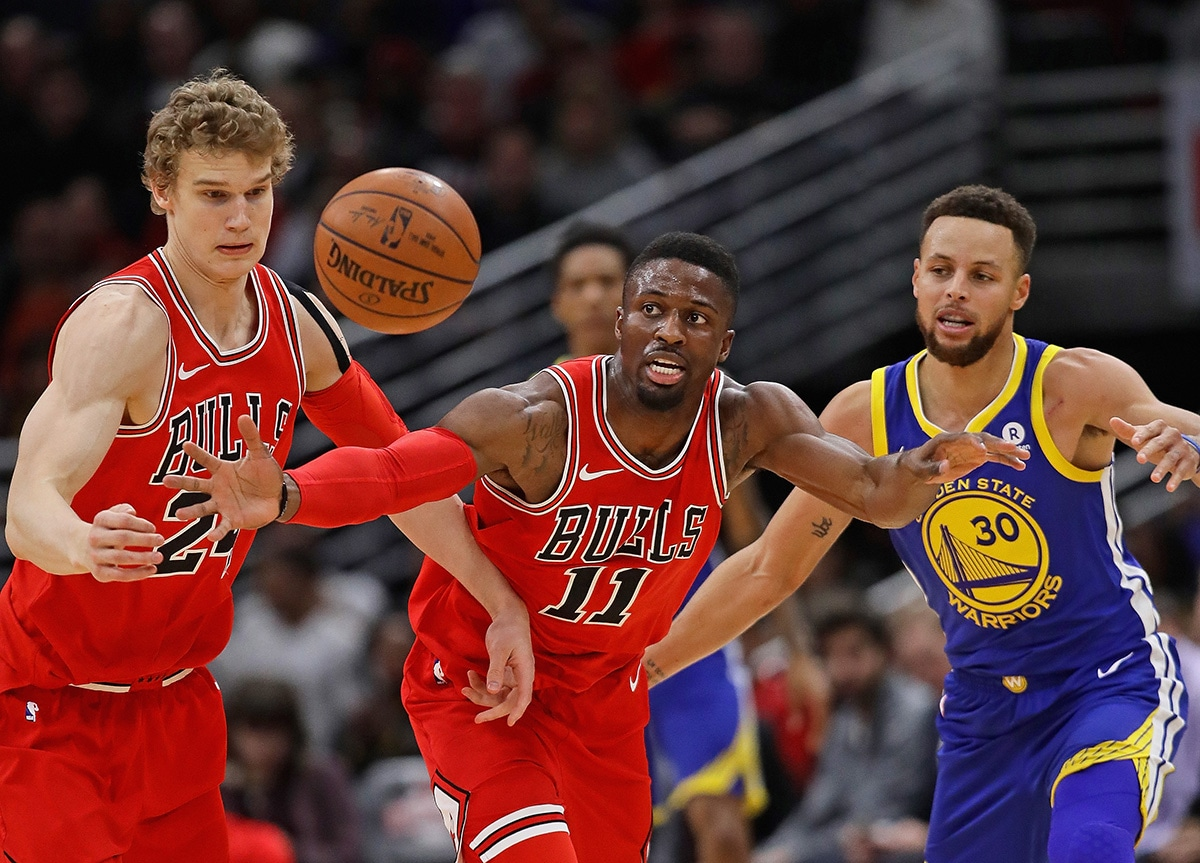David Nwaba and Lauri Markkanen force a turnover against the Golden State Warriors