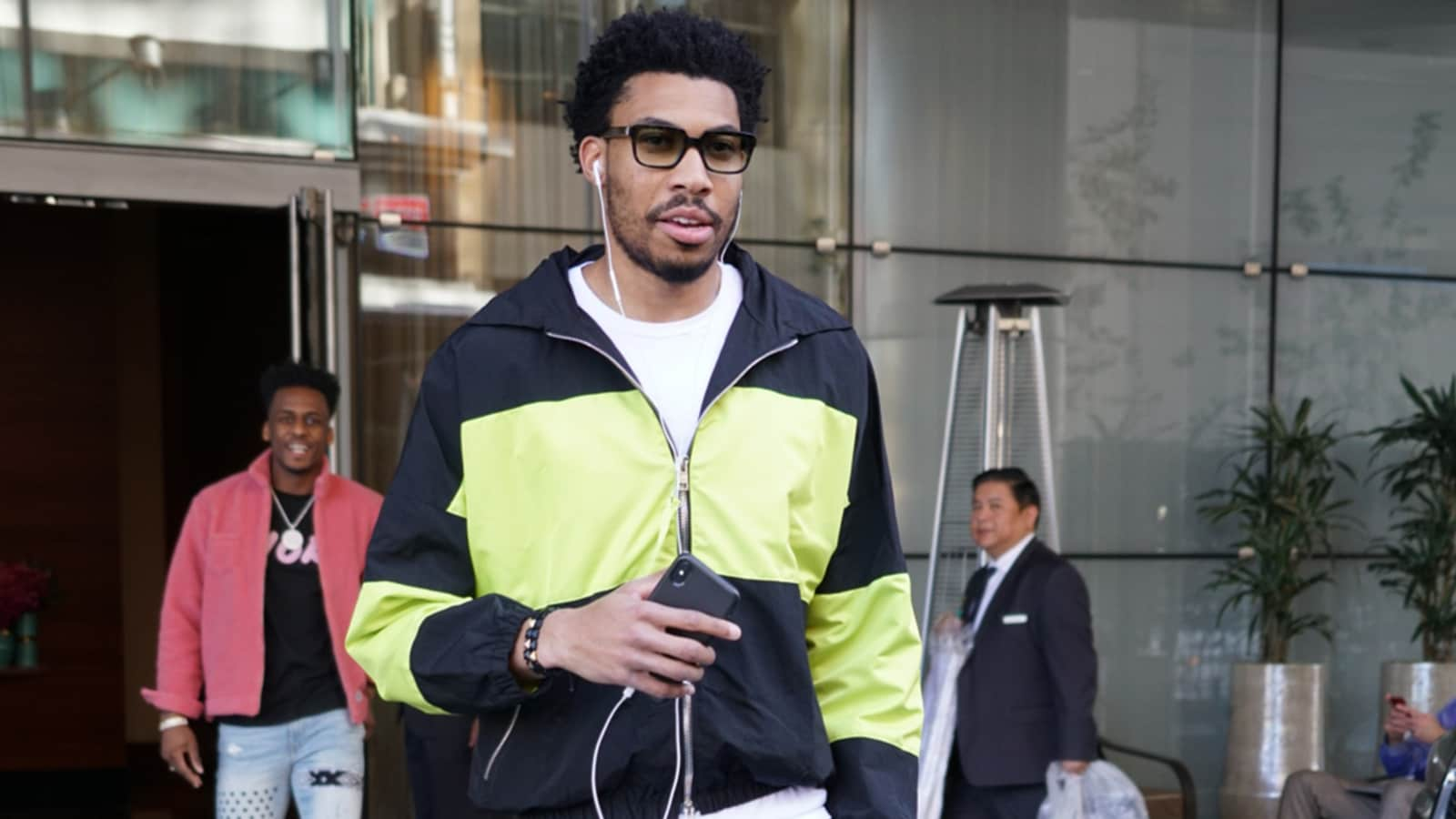 Otto Porter Jr heads to the arena for Bulls at Clippers