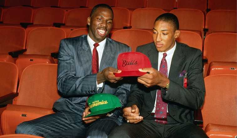 Scottie Pippen gets his Bulls hat on draft night