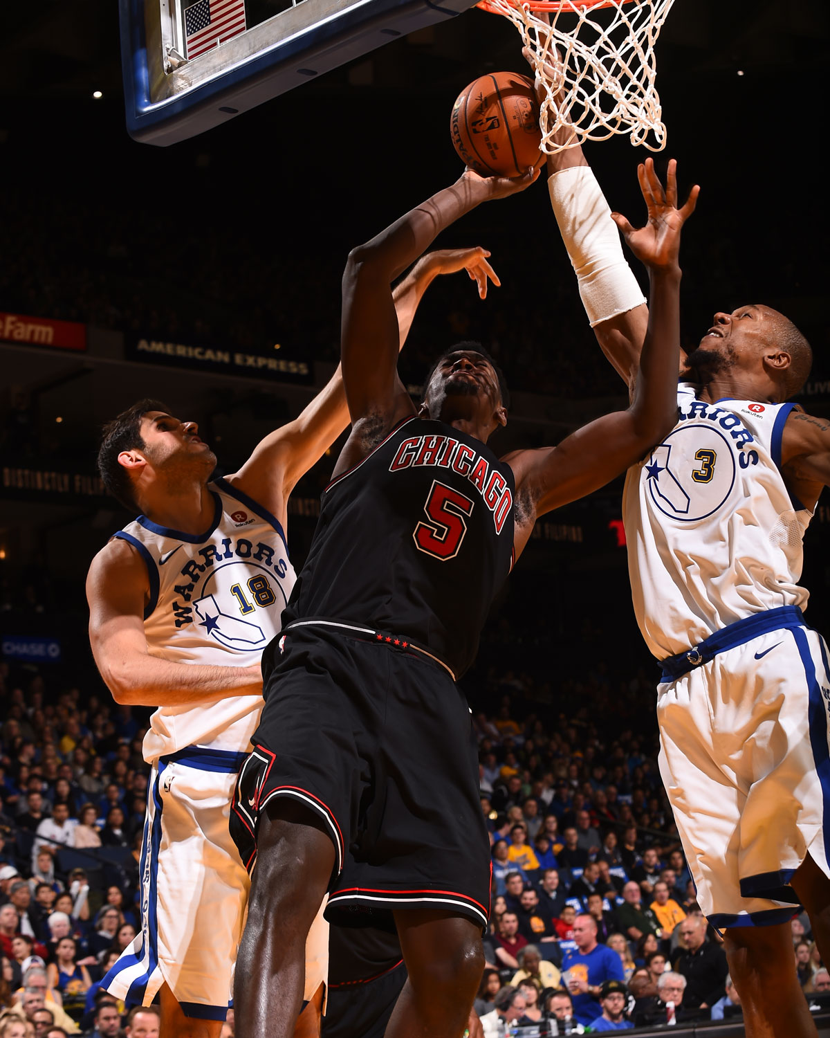 Bobby Portis #5 of the Chicago Bulls shoots the ball against the Golden State Warriors on November 24, 2017 at ORACLE Arena in Oakland, California.