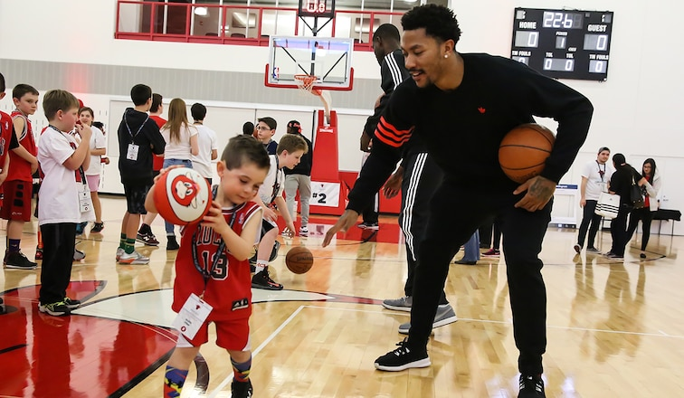 Derrick Rose at Bulls' annual kids clinic