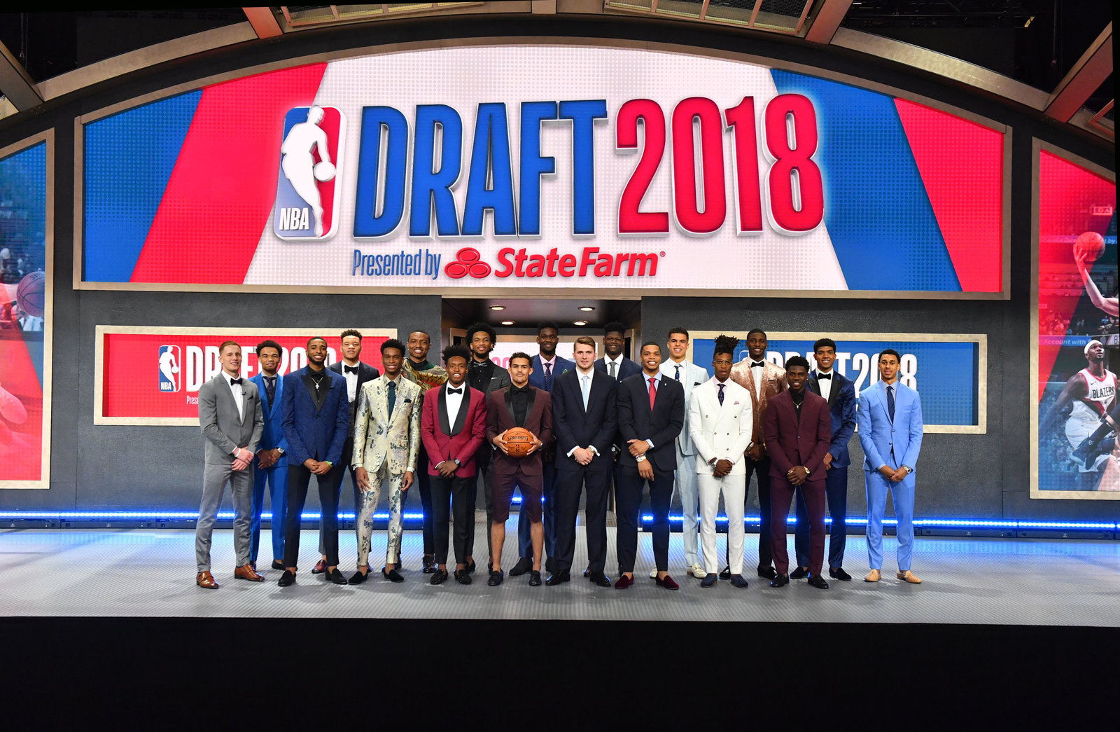 The 2018 draft class poses for a photo.