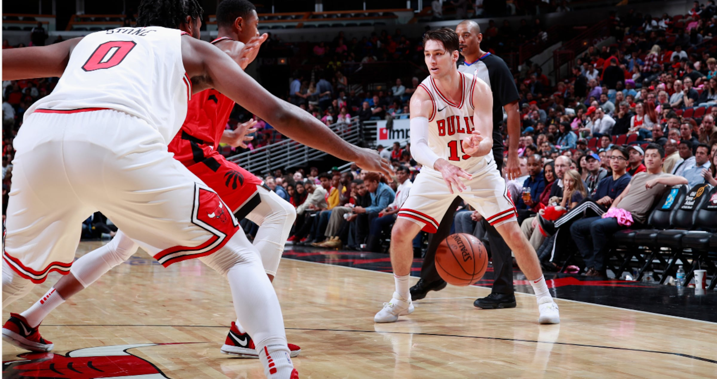 Ryan Arcidiacono #15 of the Chicago Bulls passes the ball against the Toronto Raptors on October 13, 2017 at the United Center in Chicago, Illinois.