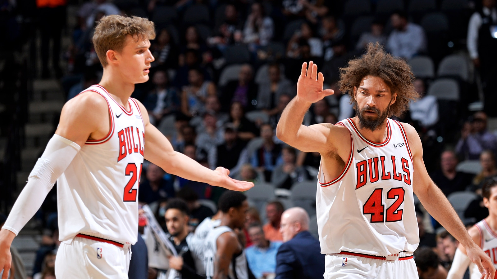 Bulls erase 21 point deficit to beat the Spurs 98-93