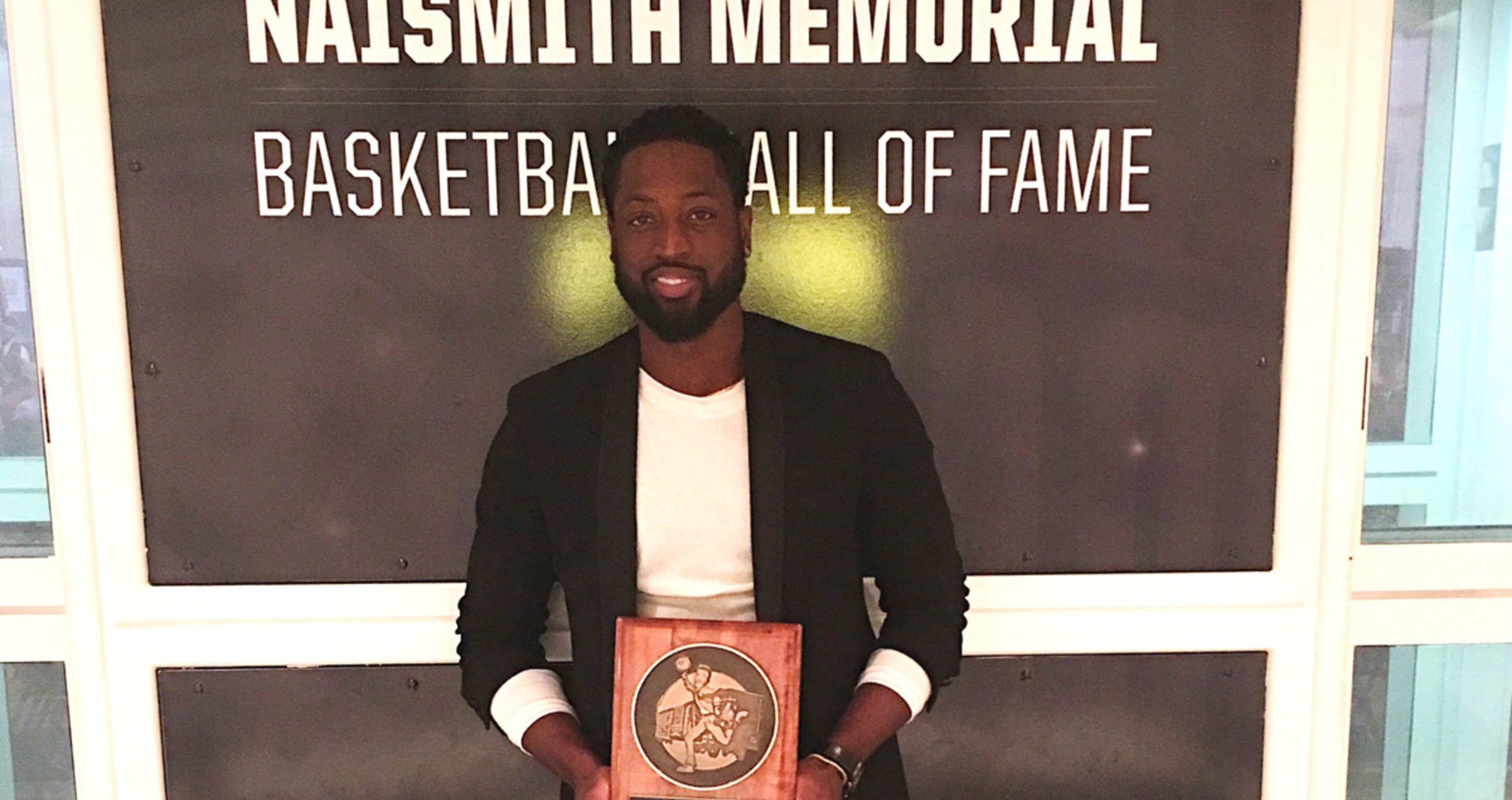 Dwyane Wade awarded the Manny Jackson Spirit Award