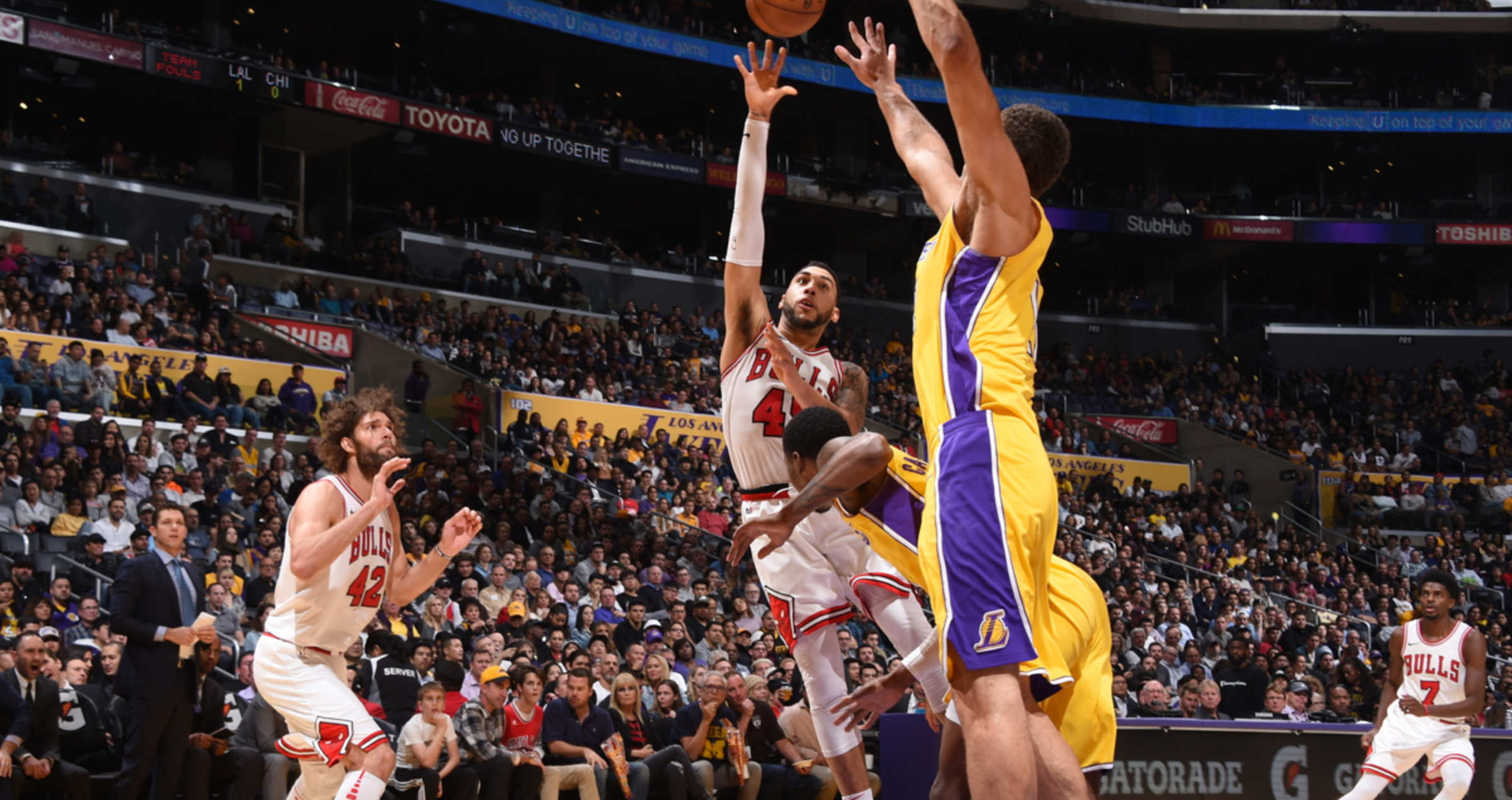 Denzel Valentine shoots over the Los Angeles Lakers defenders