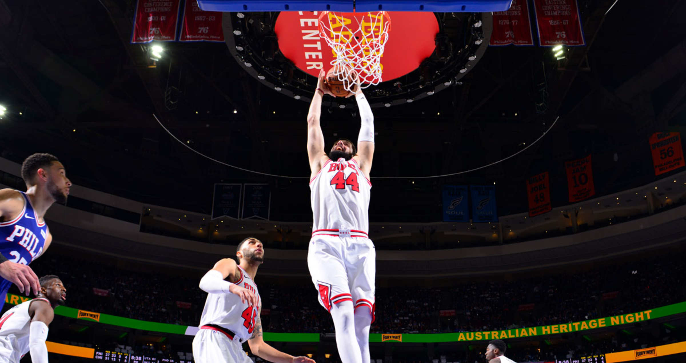 Nikola Mirotic of the Chicago Bulls dunks the ball against the 76ers