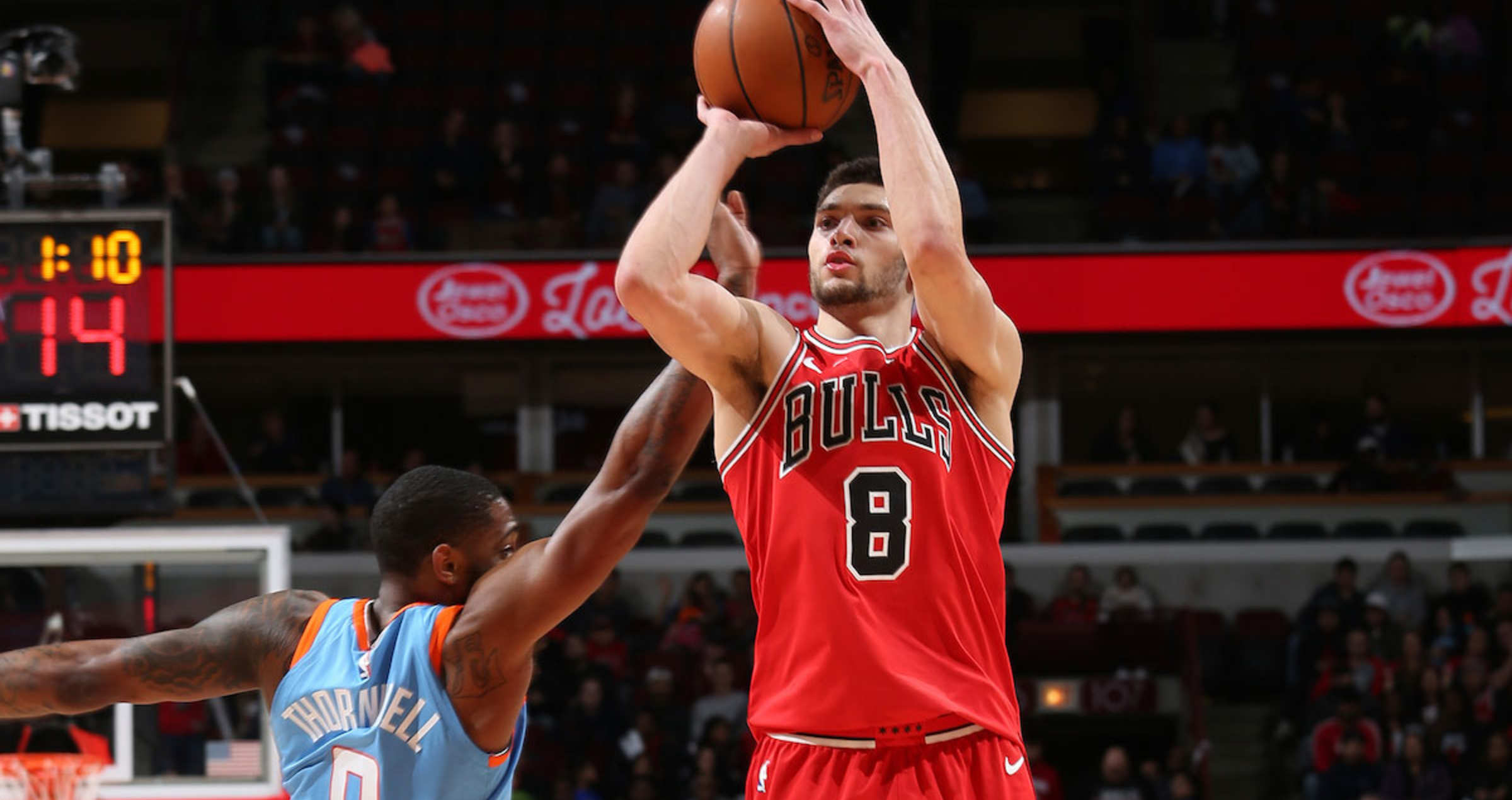 Zach LaVine shoots the ball during a game against the Los Angeles Clippers