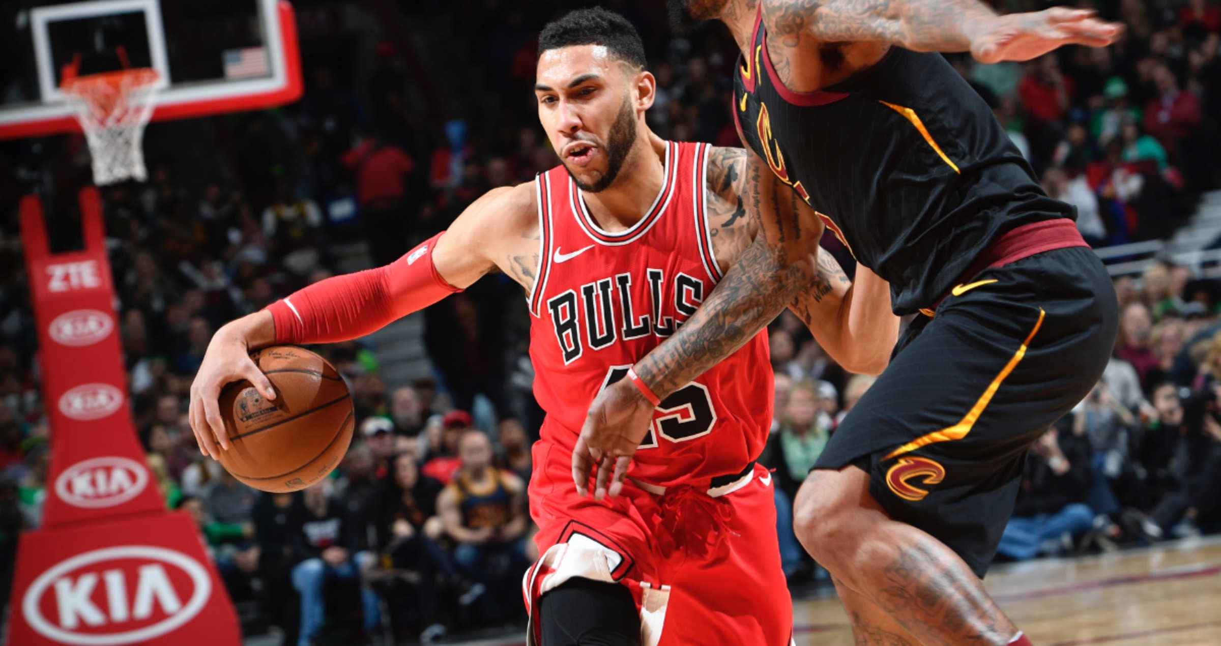 Denzel Valentine takes it to the hoop against Cleveland