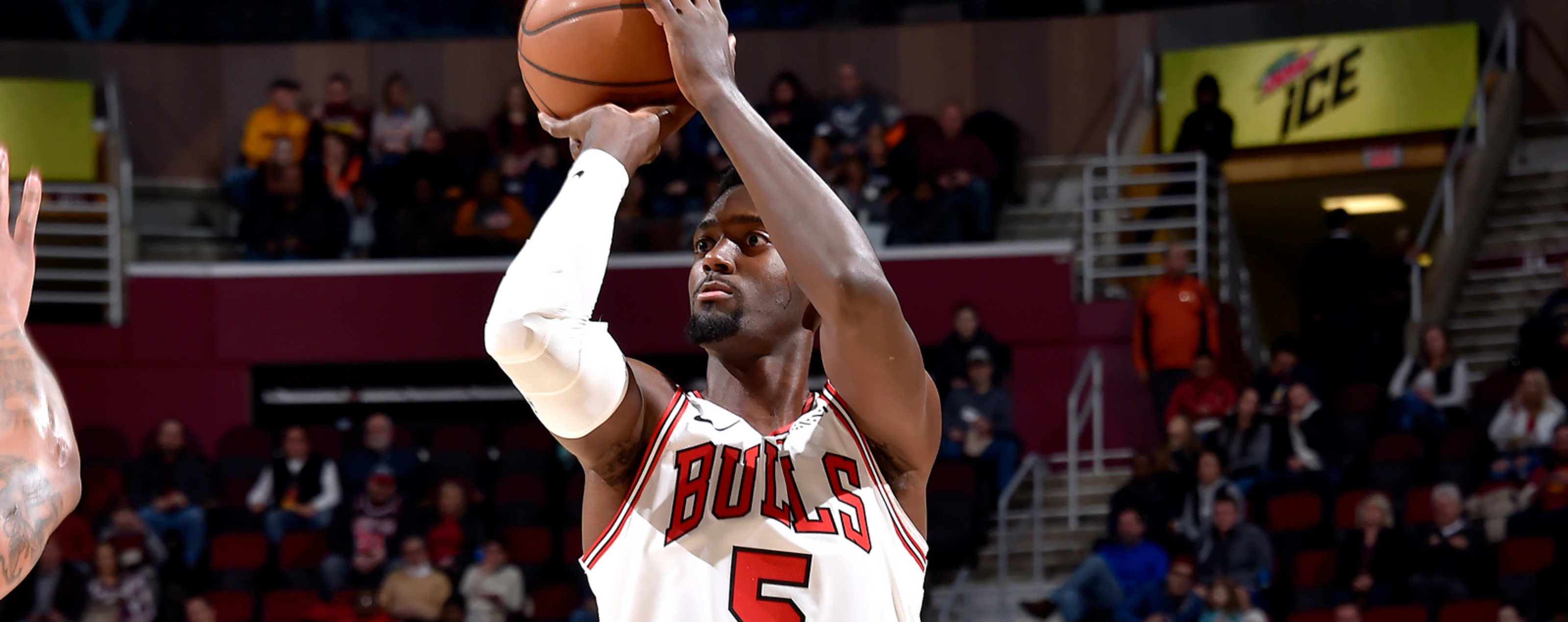 Bobby Portis shoots against the Cleveland Cavaliers.